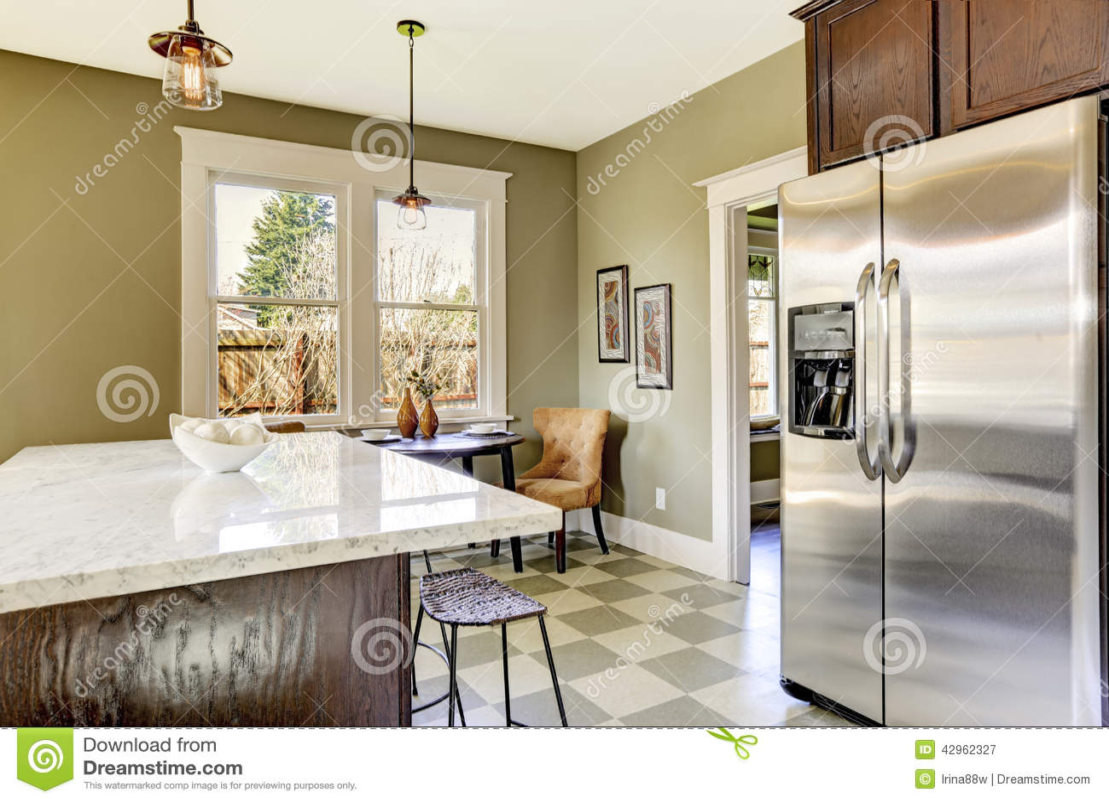 Keuken Met Marmeren Hoogste Eiland Stock Foto - Afbeelding: 42962327