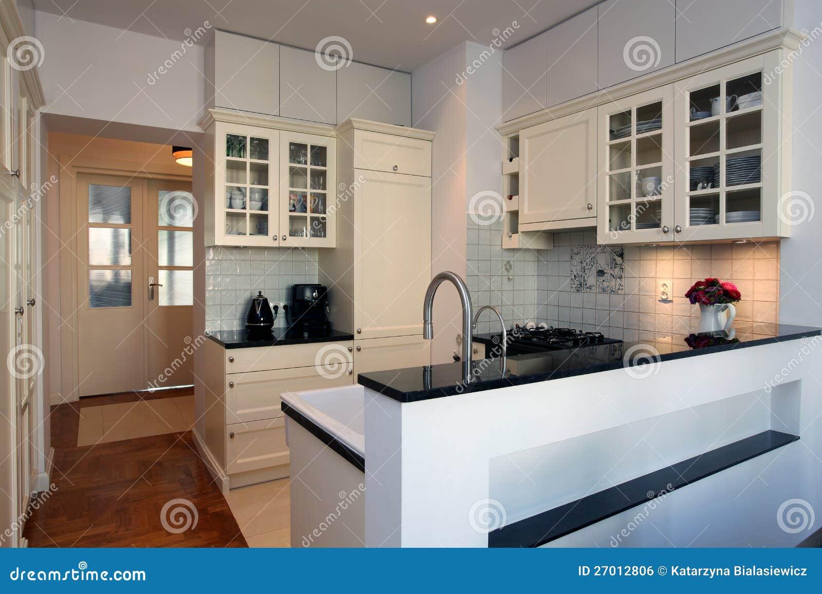 Keuken in wit en ecru stock foto afbeelding bestaande uit meubilair 27012806 - Keuken wit en groen ...