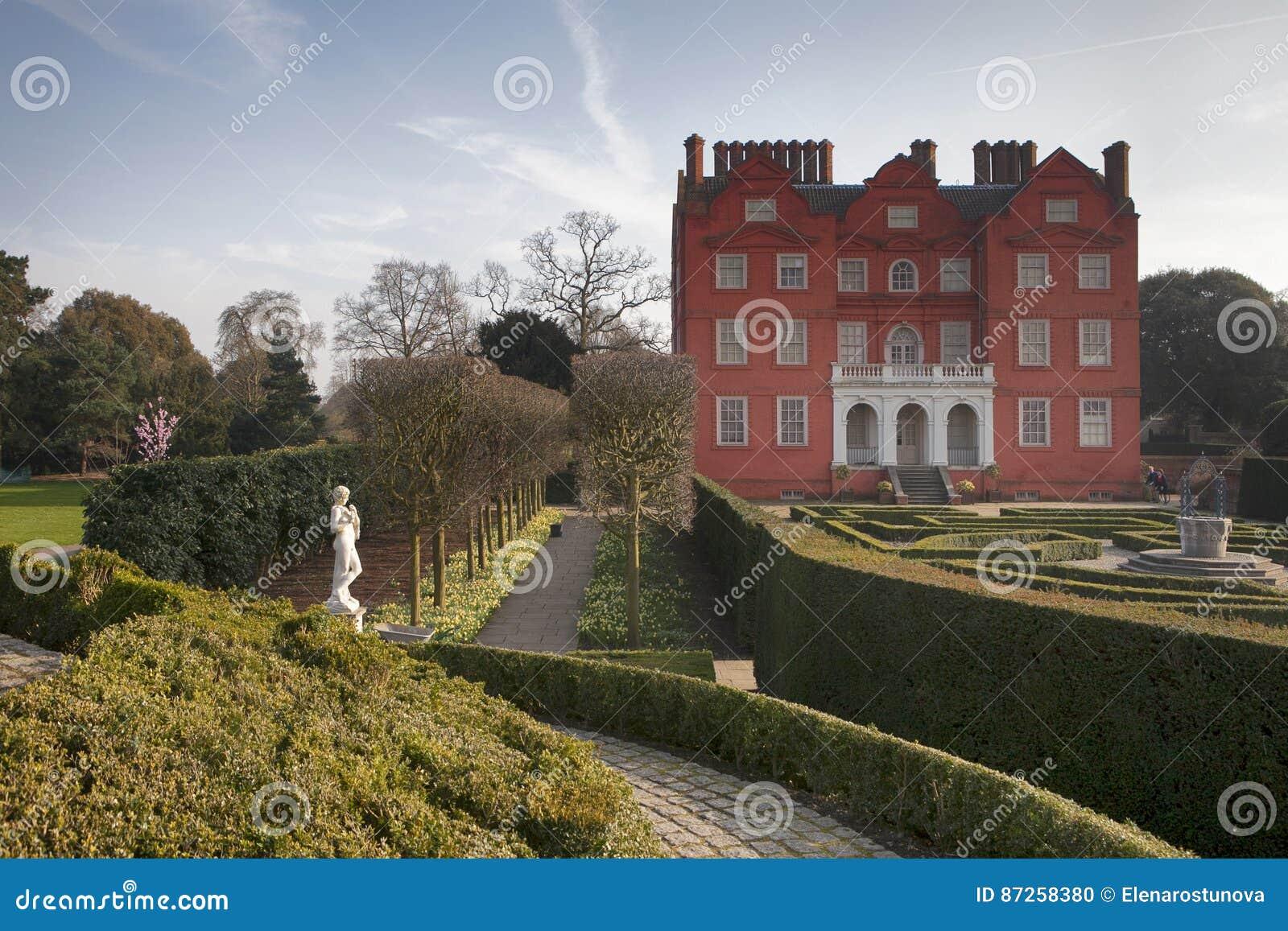 The Kew Palace In Kew Gardens Royal Botanical Gardens London England ...