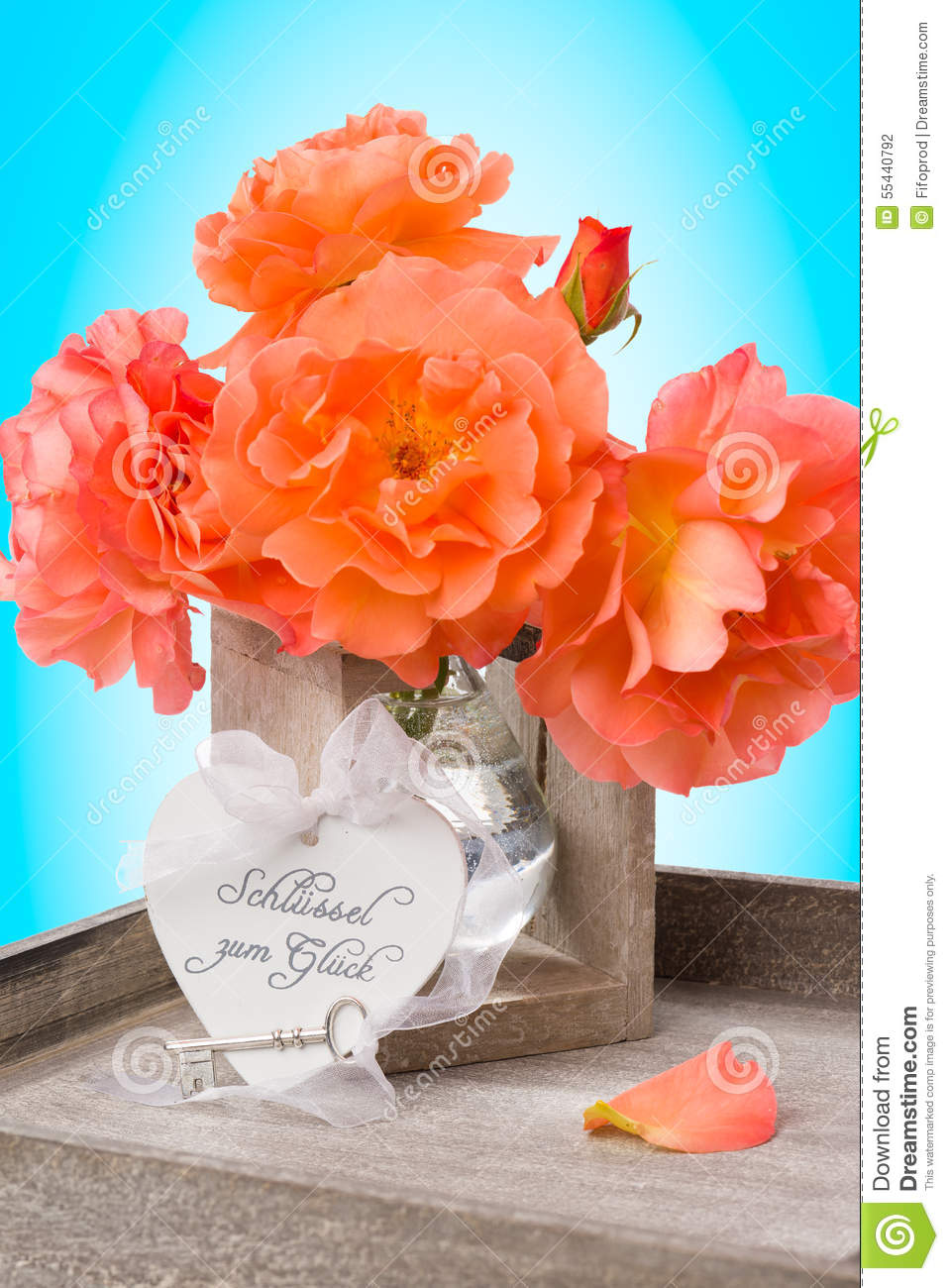 Key to happiness - arrangement with heart, key and orange roses