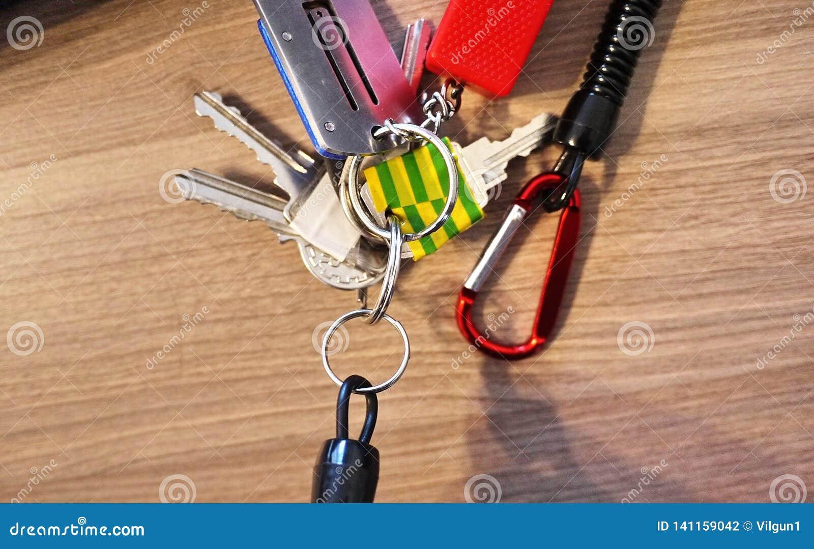 Keychain met diverse hulpmiddelen voor mensen