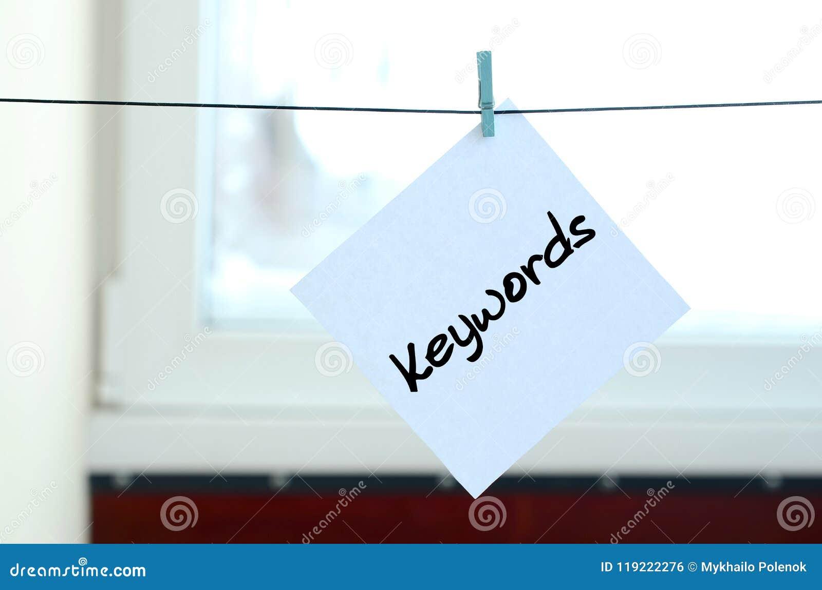 Keywords A nota é escrita em uma etiqueta branca que pendure com A.A.