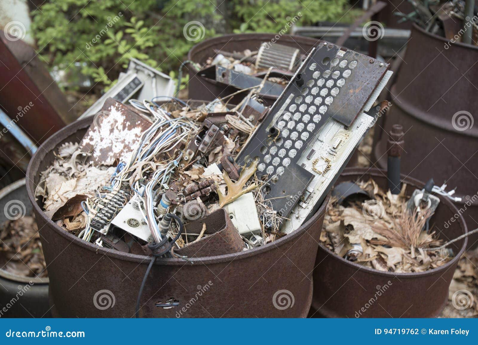 Kfz-Elektronik in den Abfalleimern