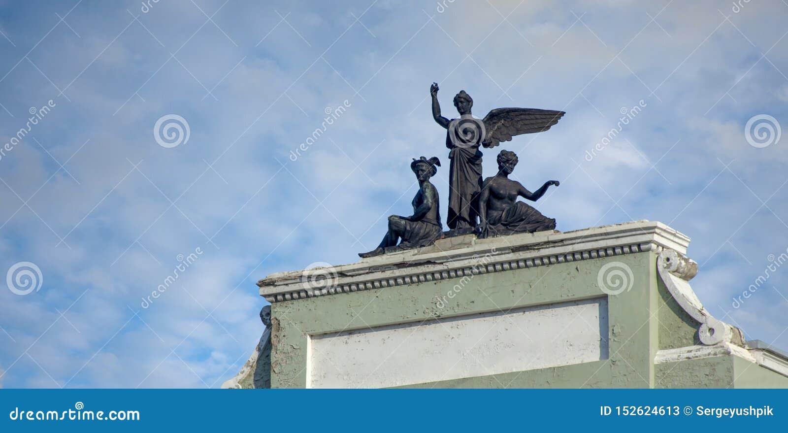 Khabarovsk Grupo escultural no telhado dos 1906-1908 anos de construção de construção
