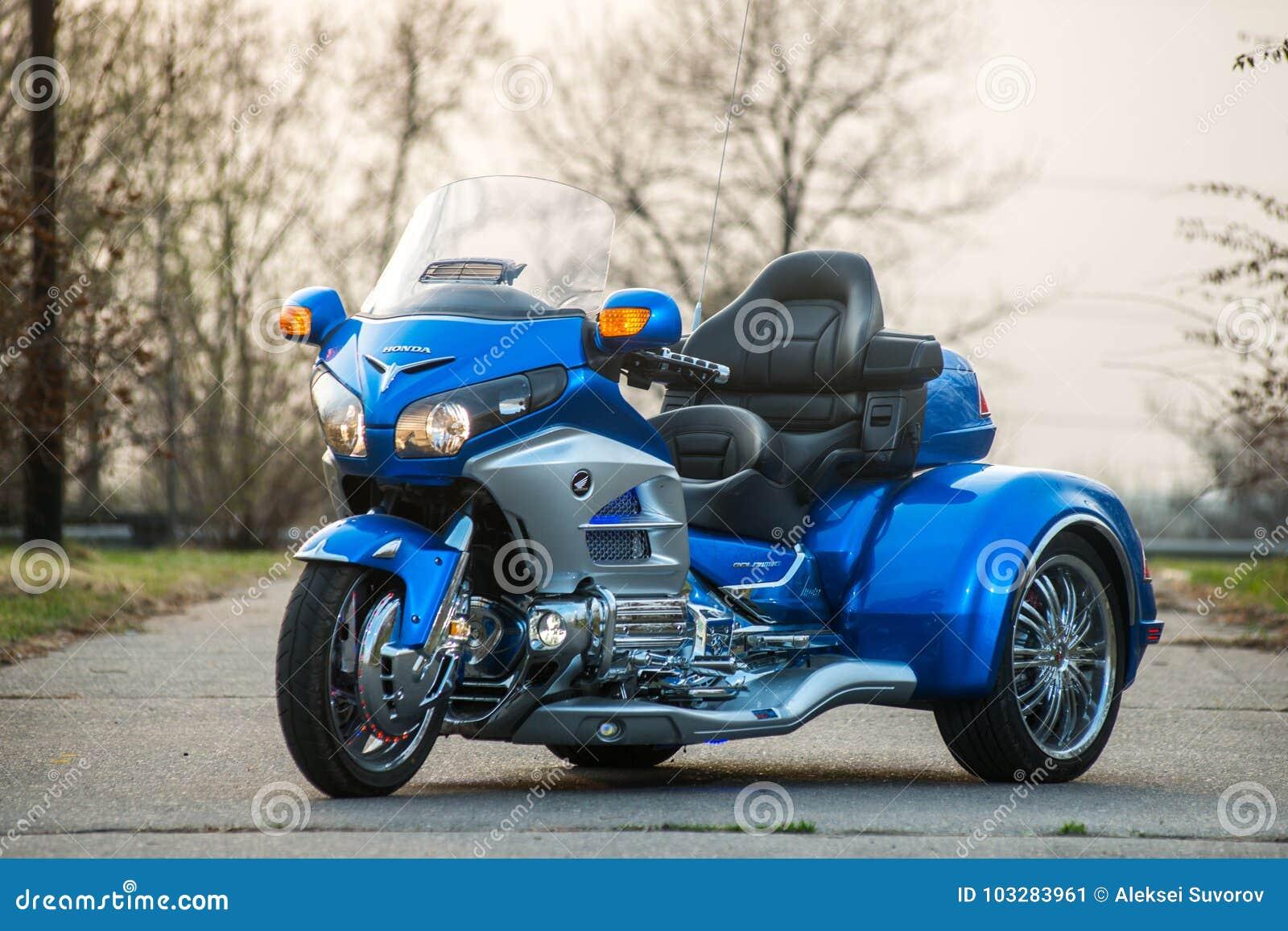 khabarovsk russie 3 mai 2017 la motocyclette trois roues de honda trake main assembl e se. Black Bedroom Furniture Sets. Home Design Ideas