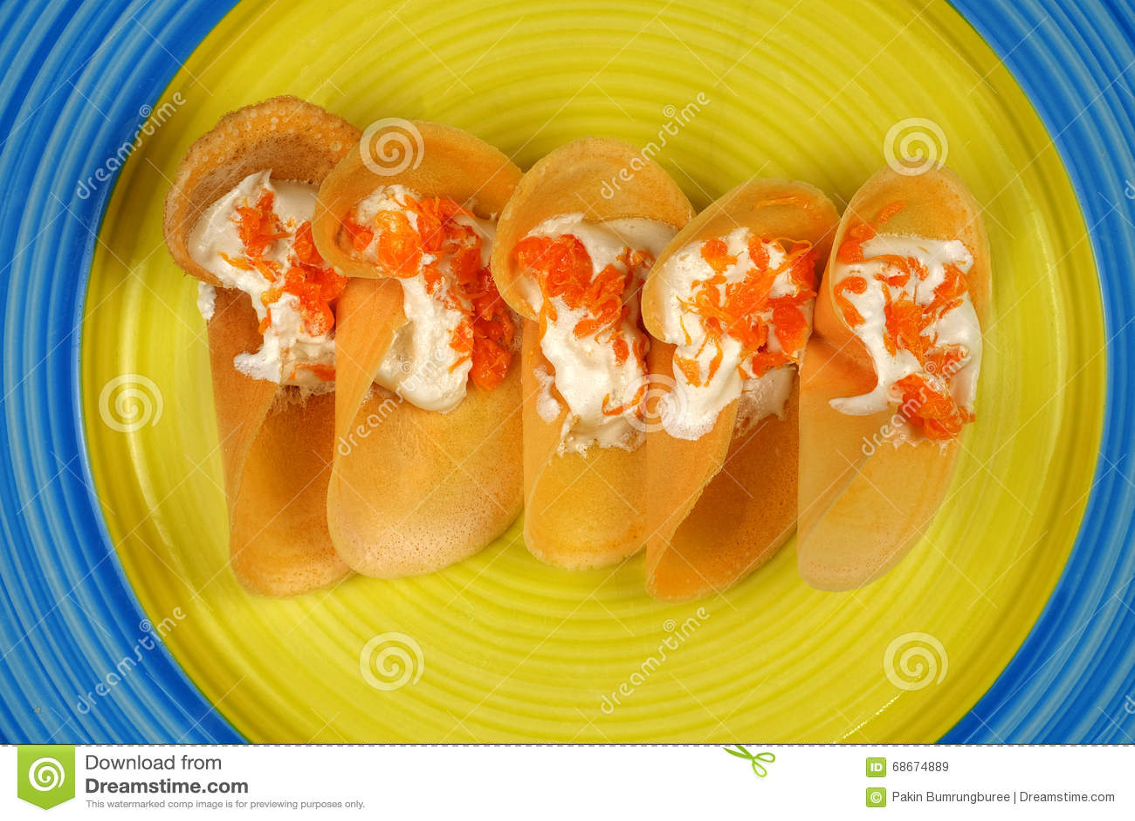 Khanom thailändska Beaung som är thailändsk, eller en sort av fylld thailändsk mat för pannkaka eller