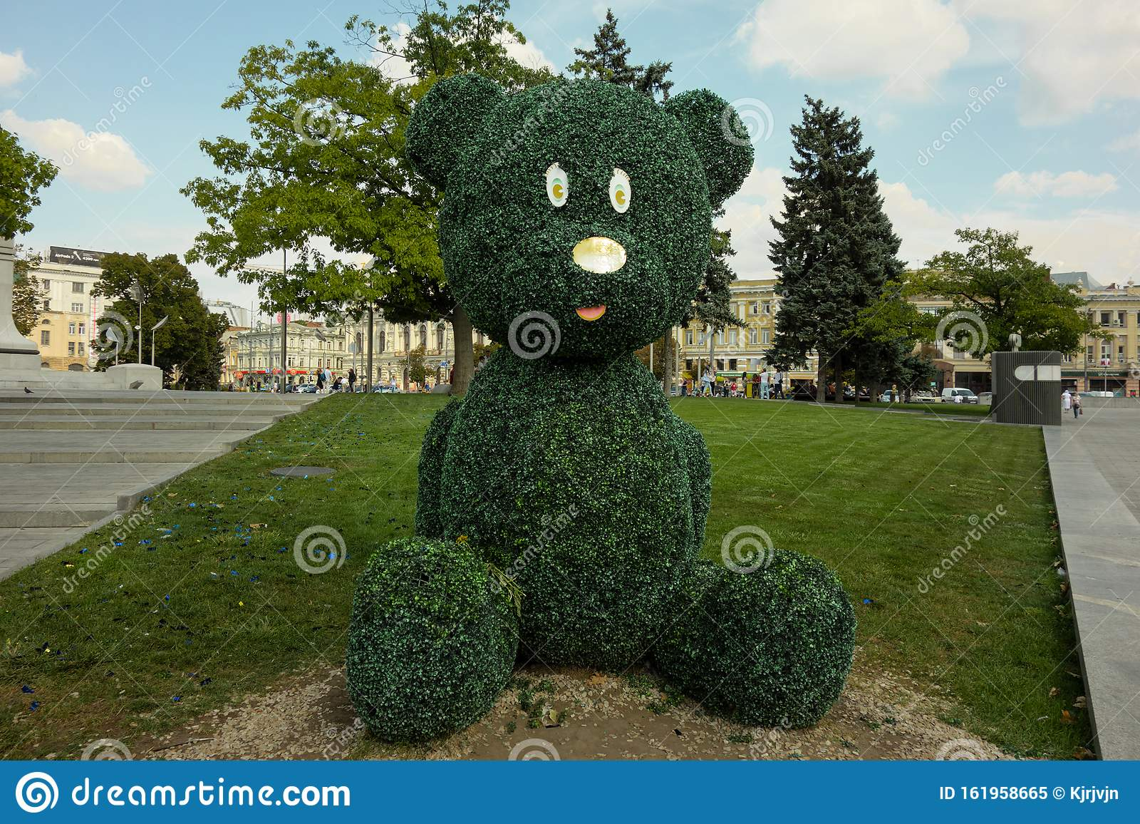 Kharkiv Ukraine August 2019 Big Teddy Bear Topiary Figure In City Park Outdoor Fun Decoration From Green Plant And Bushes Kids Editorial Image Image Of Green Ornamental 161958665