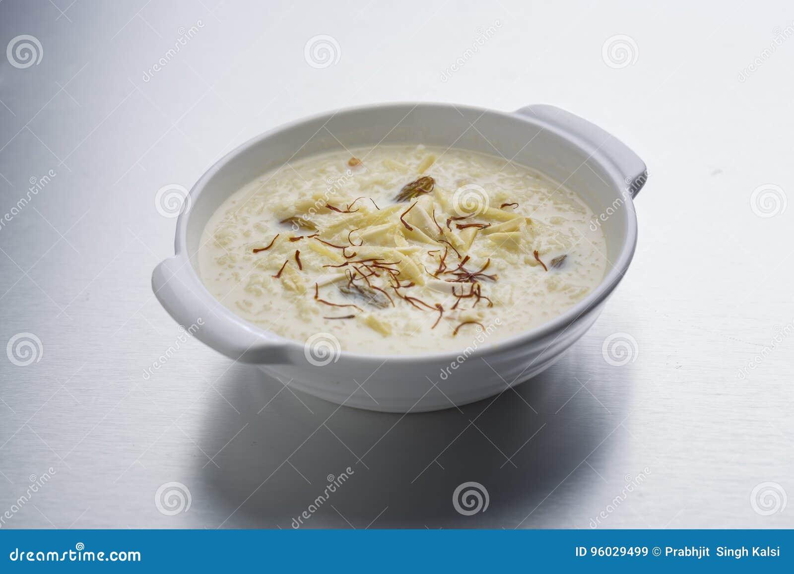 Kheer, ryżowy pudding lub deser