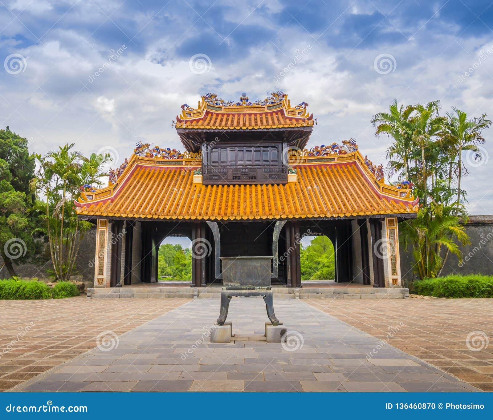 Khiem Cung Gate, den huvudsakliga ingången till den Hoa Khiem slotten, Vietnam
