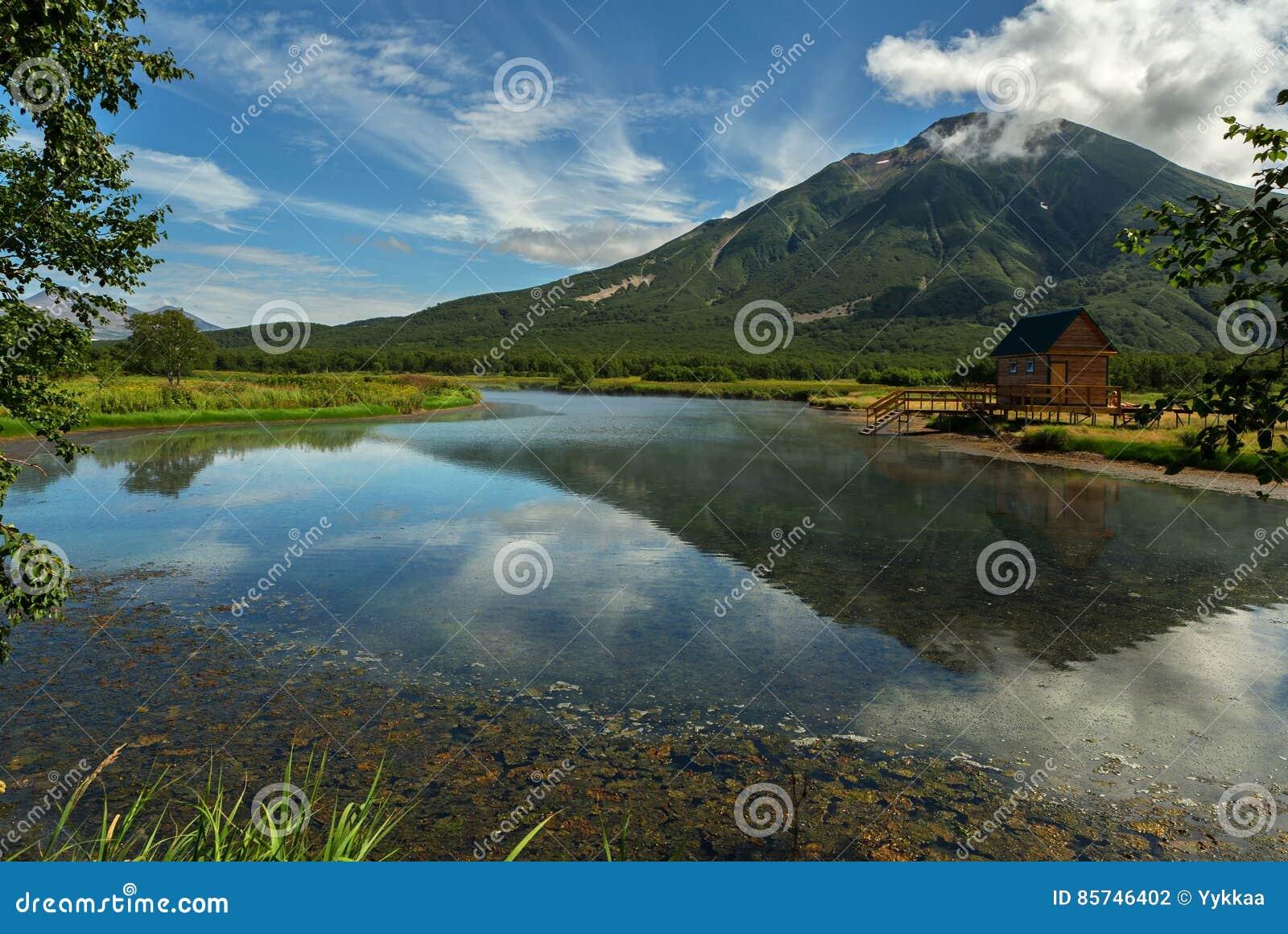 Khodutkinskiye Hot Springs på foten av vulkan Priemysh Den södra Kamchatka naturen parkerar