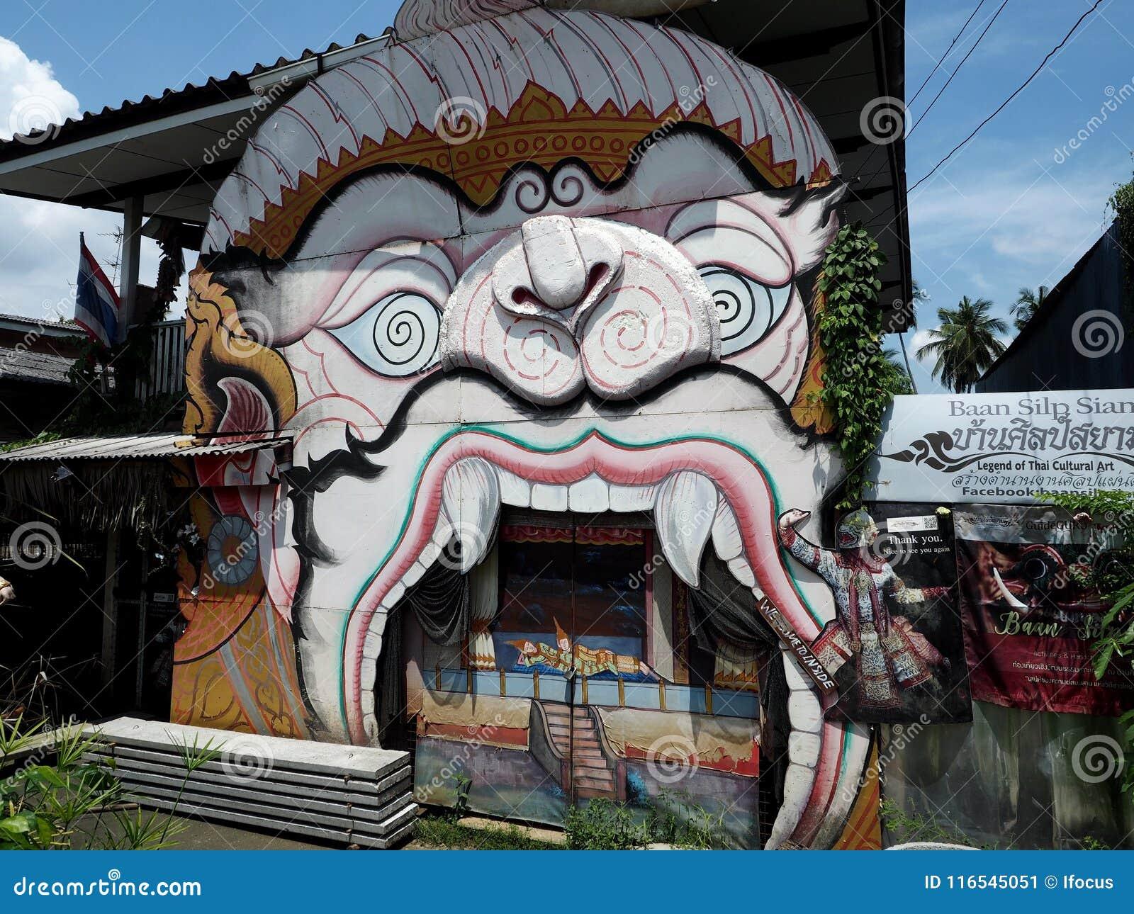 Khon-Maske gekennzeichnet auf einer Hausfassade