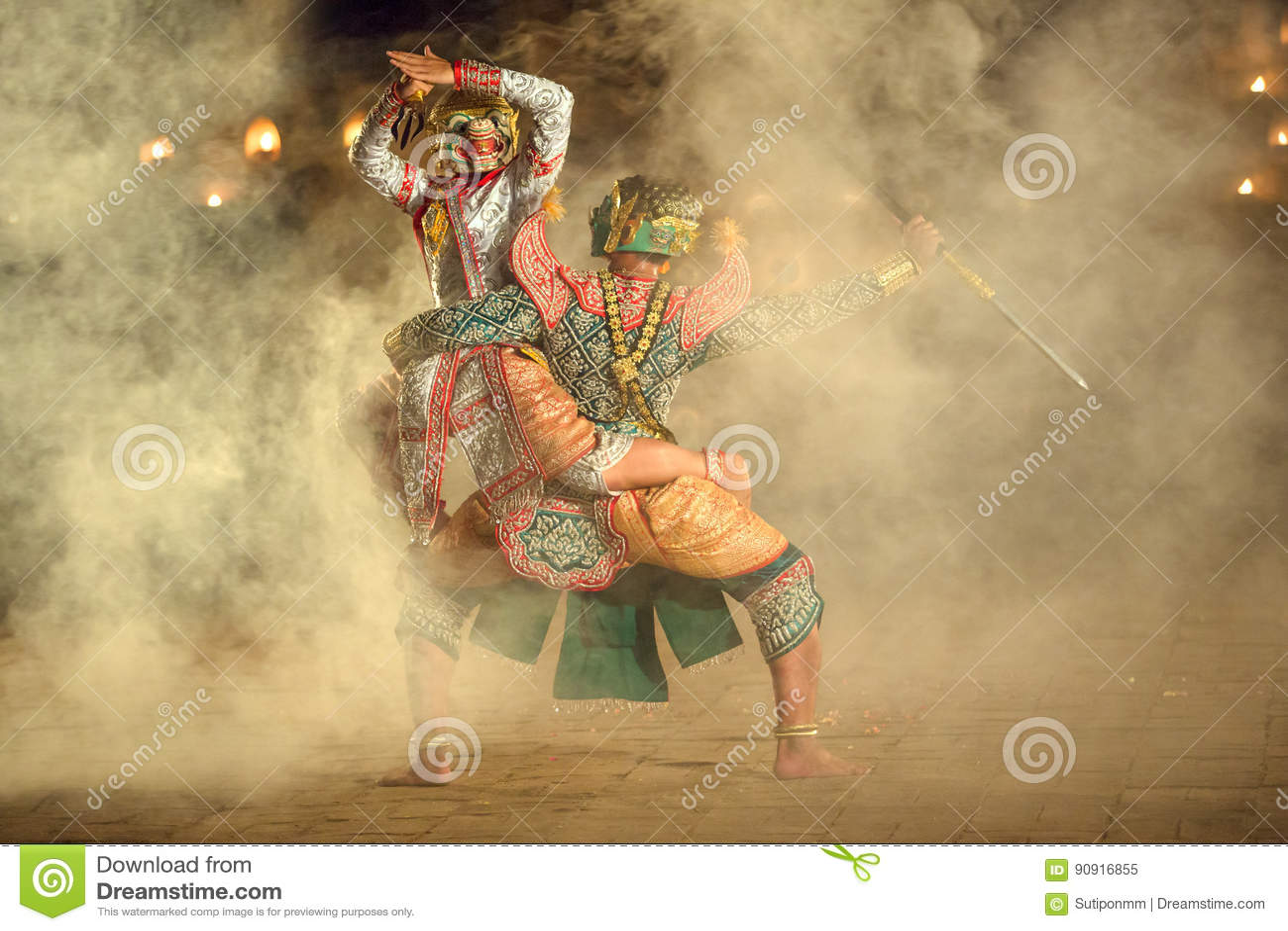 Khon tailandês o Hanuman de combate com kumarakorn no Ramayana s