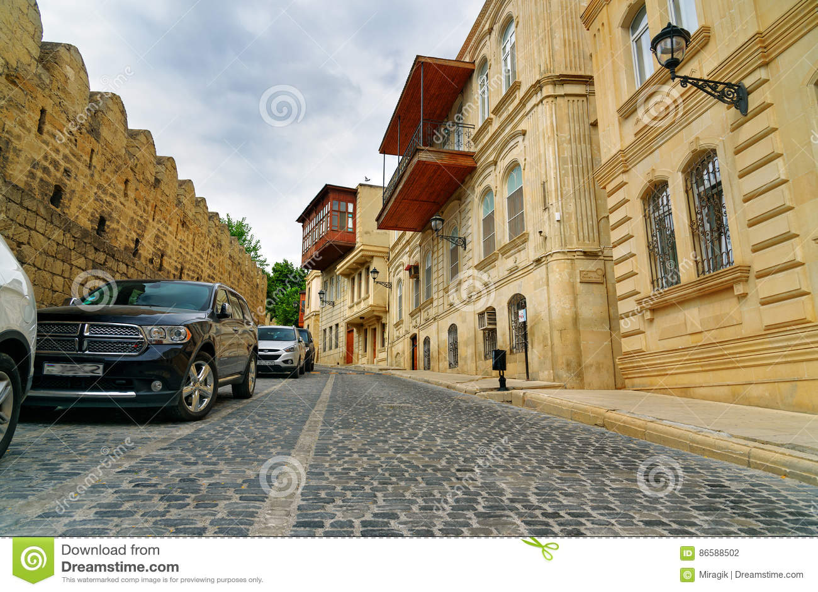 Baku old: Icheri Sheher fortress and Kubinka slums