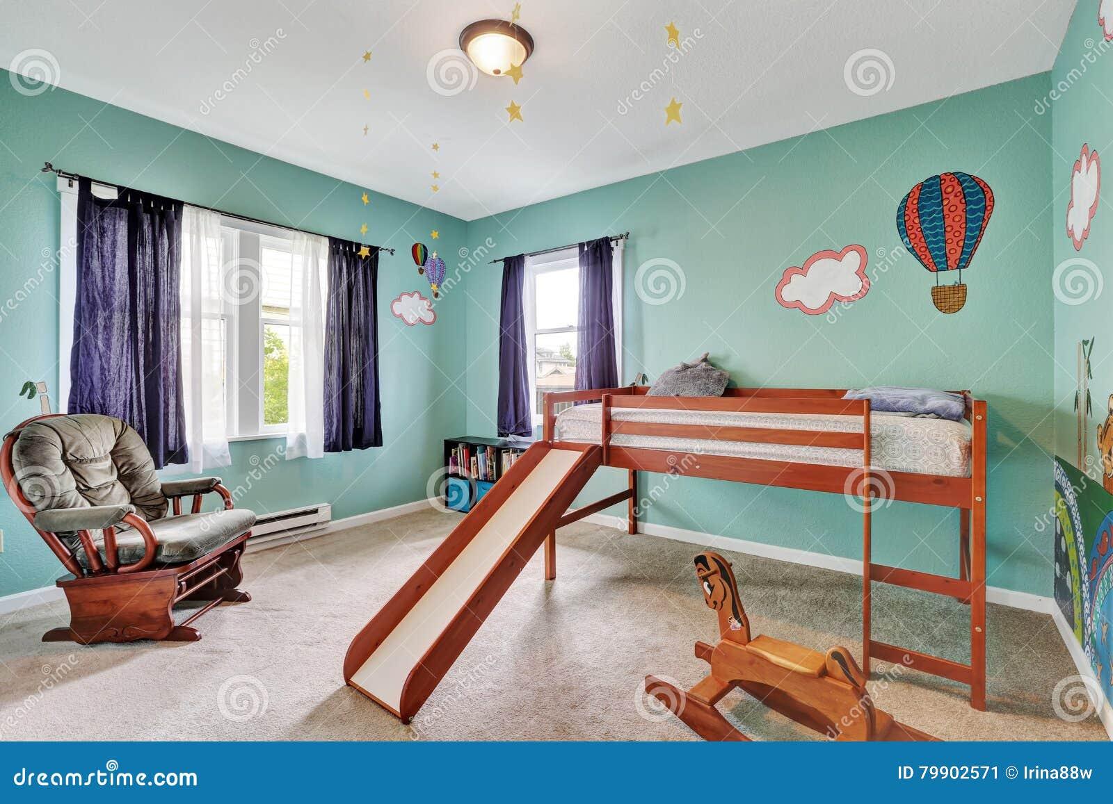 Parete Camera Da Letto Verde : Kid& allegro x27; camera da letto di s con le pareti dipinte verde