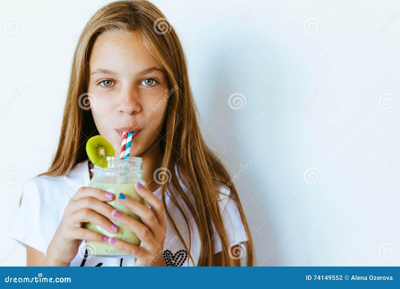 Girl is midget foto 43