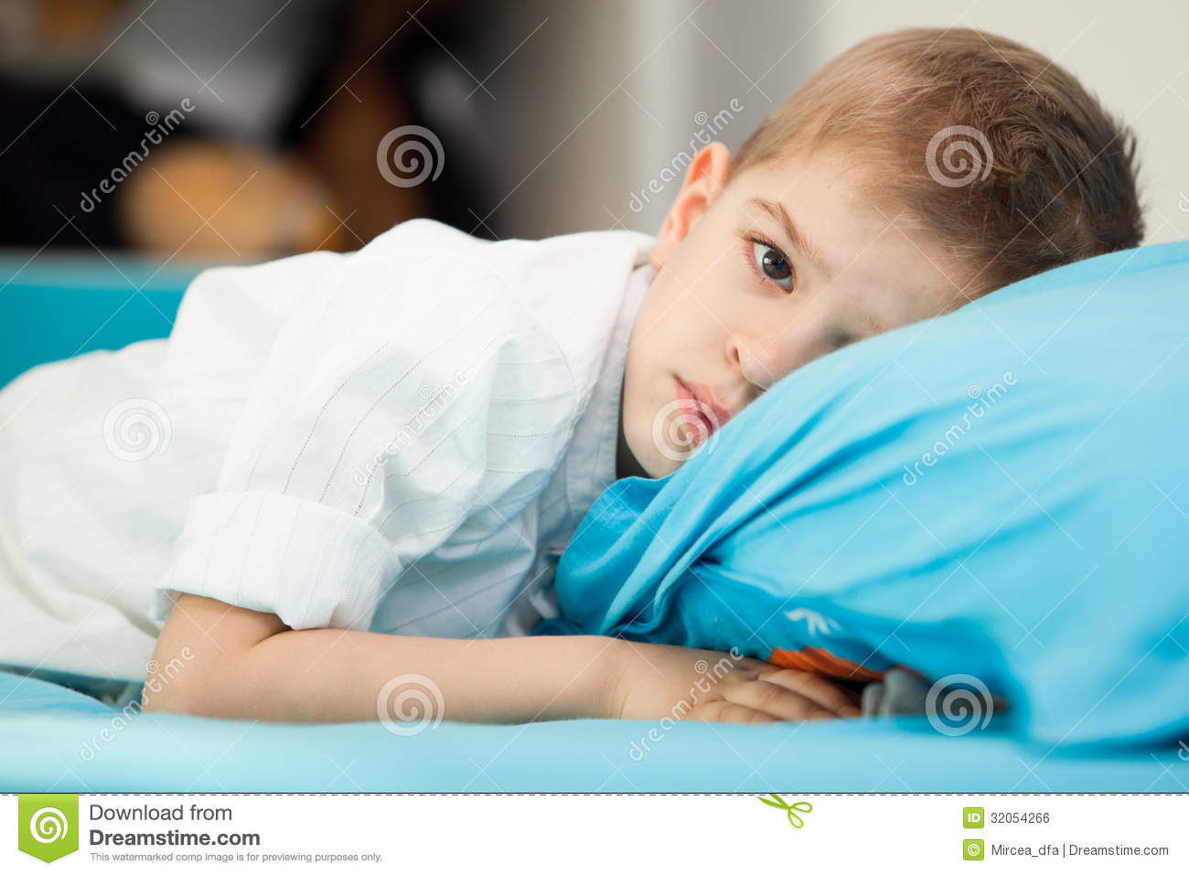Kid at home playing royalty free stock image image 32054266 for 5 yr old beds