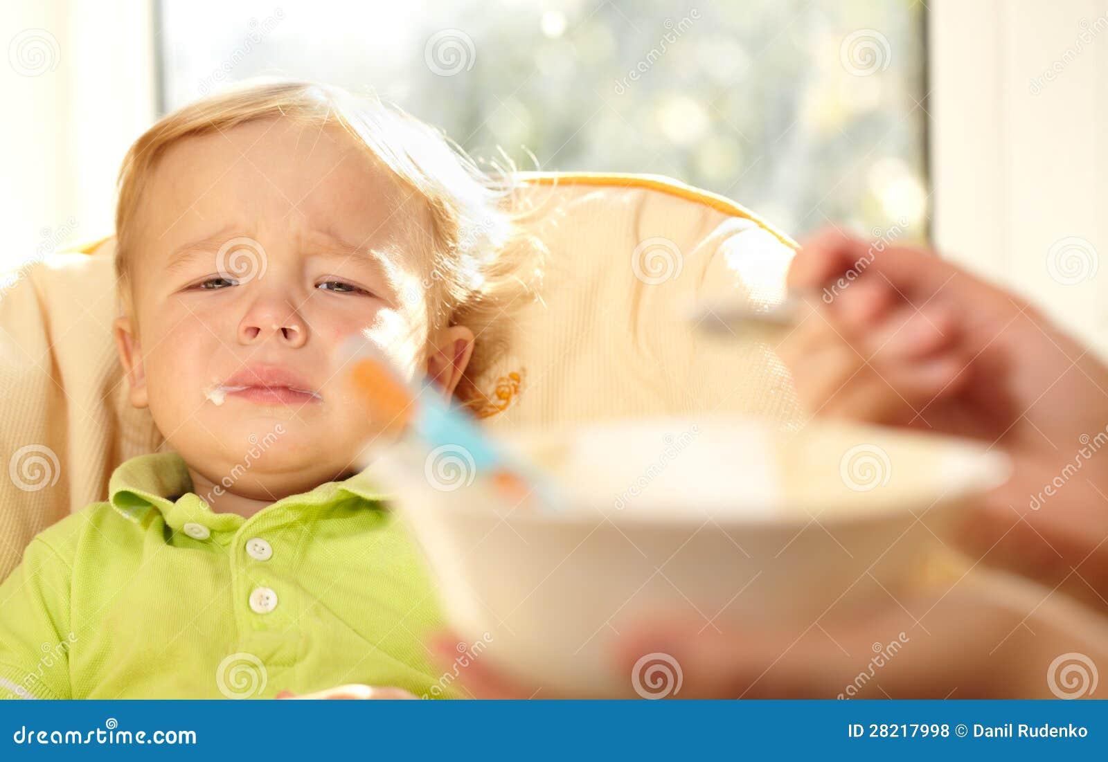 Кушают дети для фото