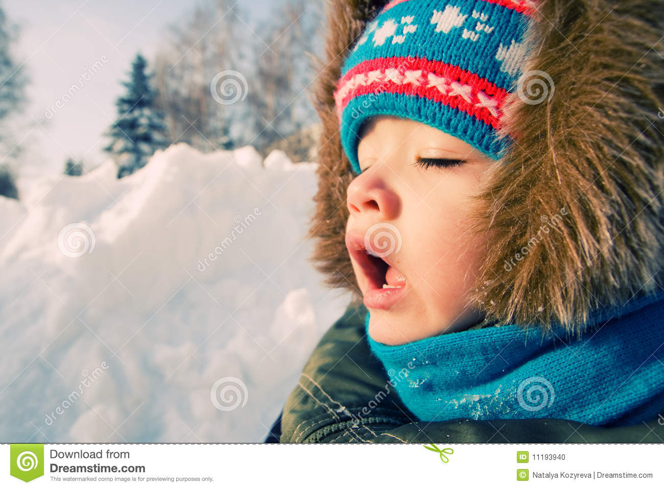 Kid Want To Sneeze. Snow Winter. Stock Photo - Image: 11193940