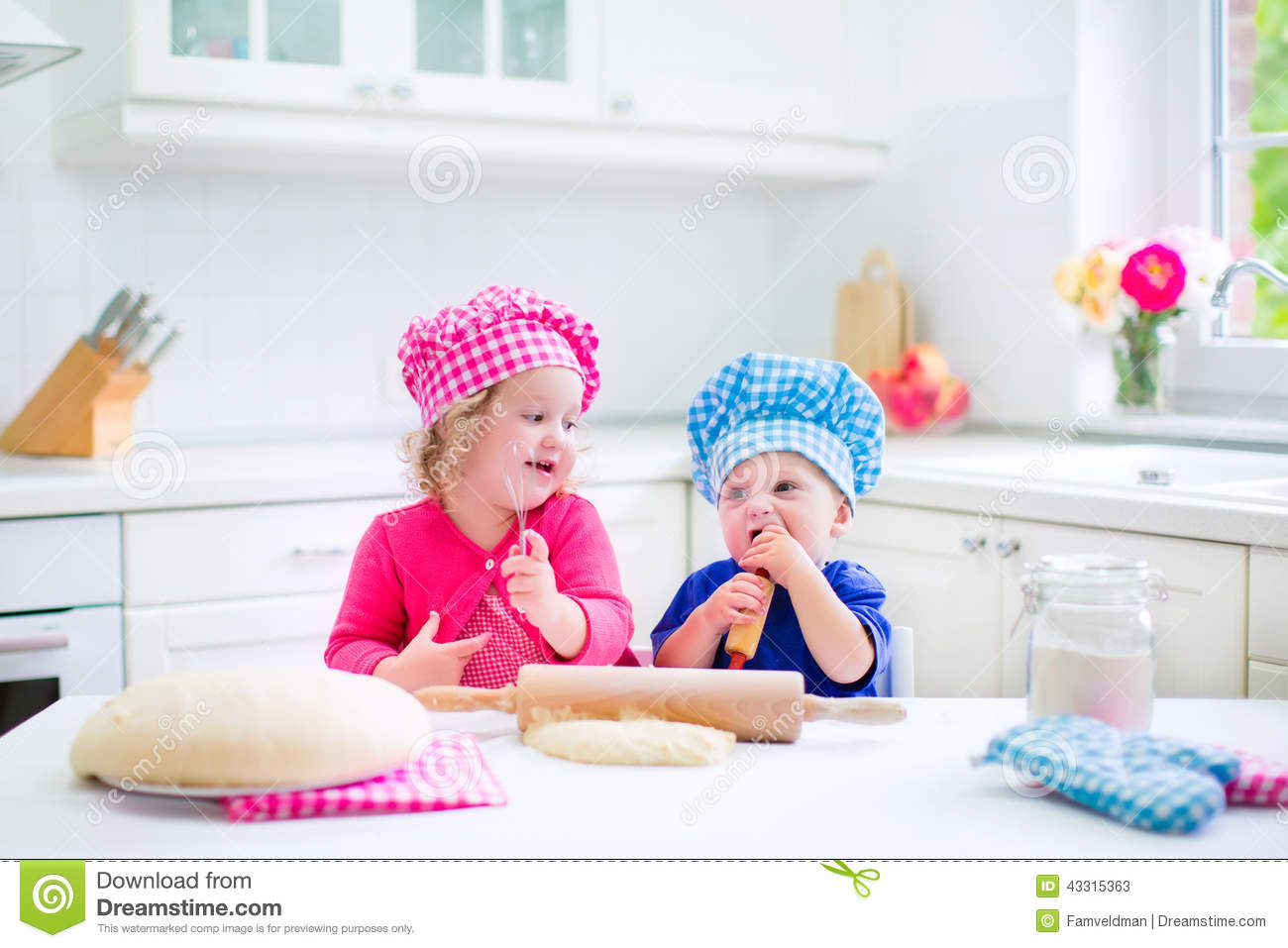 Funny Boy And Girl Baby Kids Baking Pie...