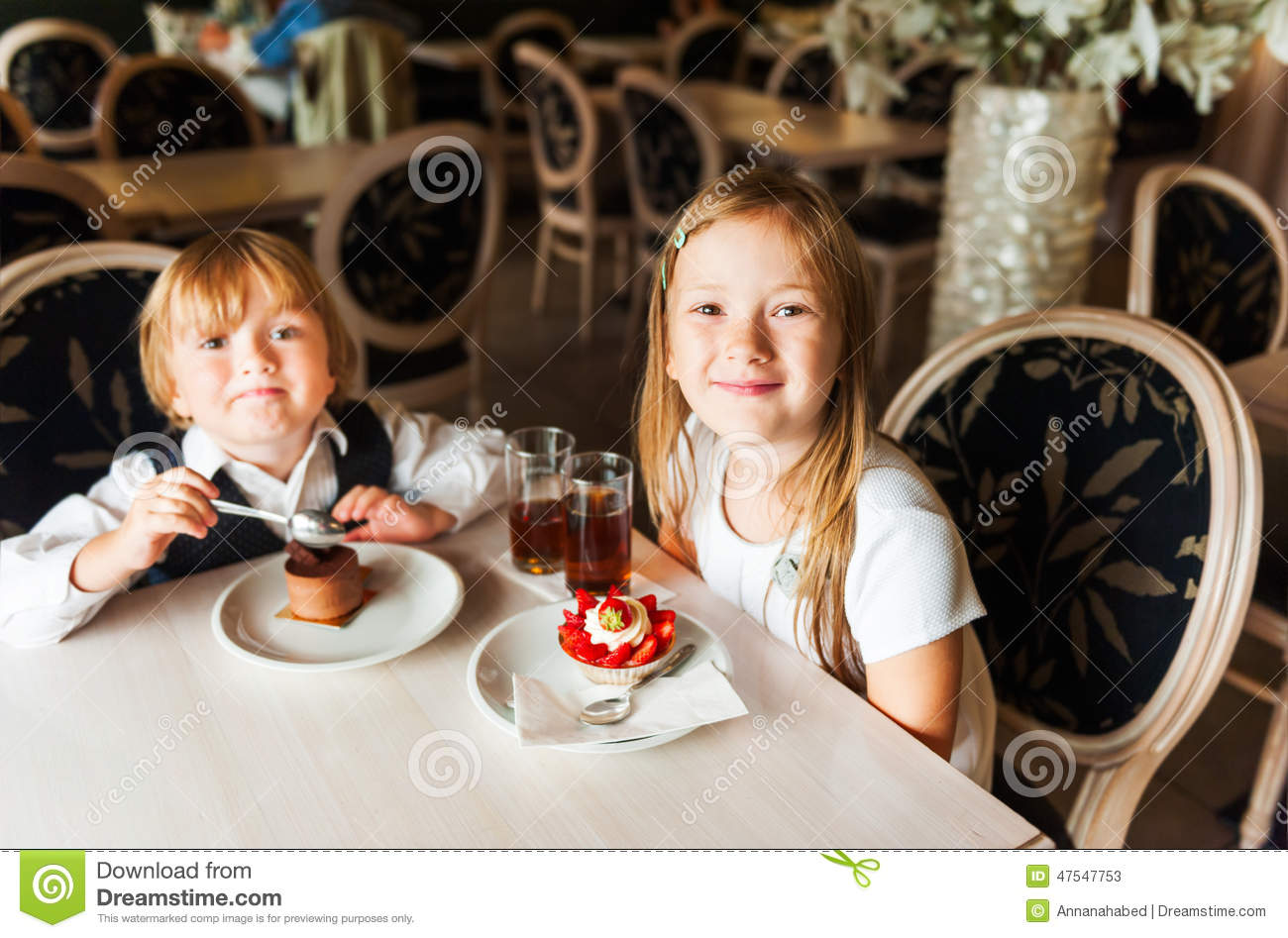 Kids in a cafe