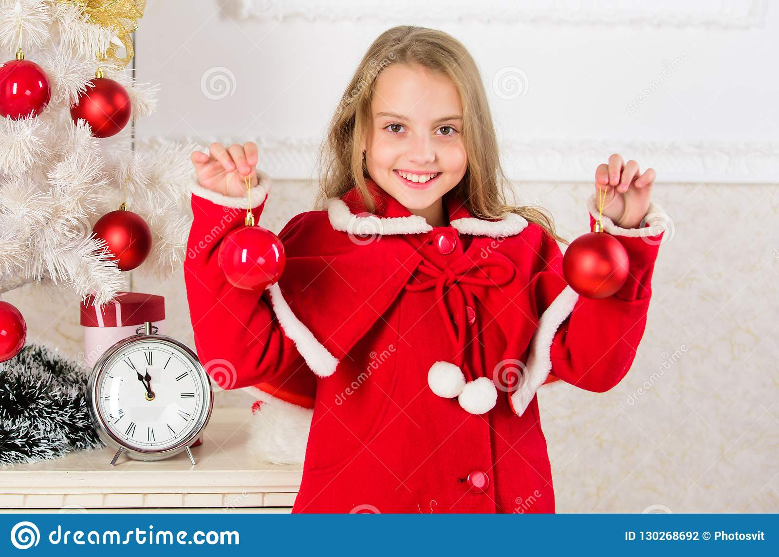 Kids can brighten up christmas tree by creating their own ornaments. Top christmas decorating ideas for kids room. Child