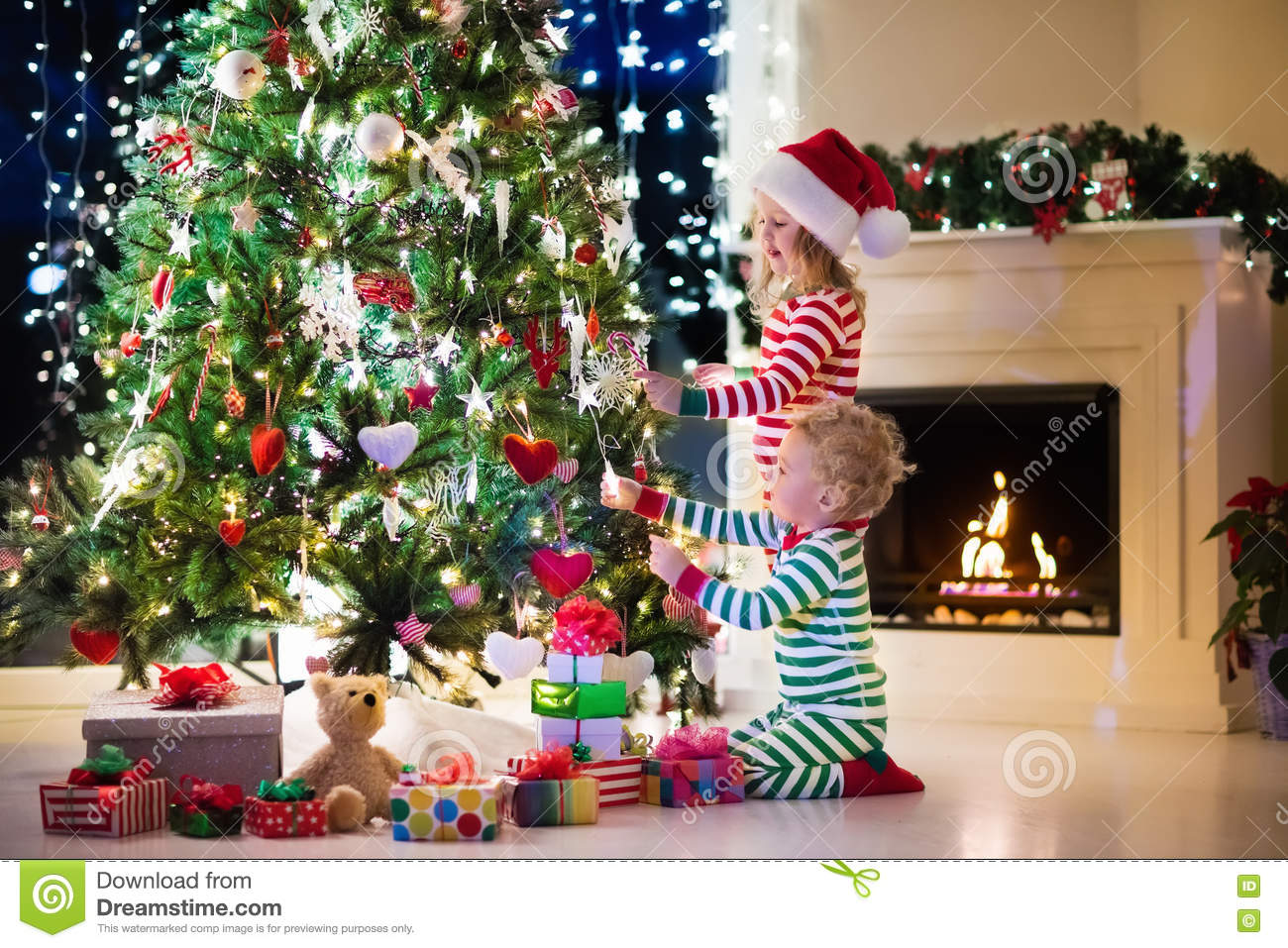 Kids Decorating Christmas Tree Stock Image Image Of Family