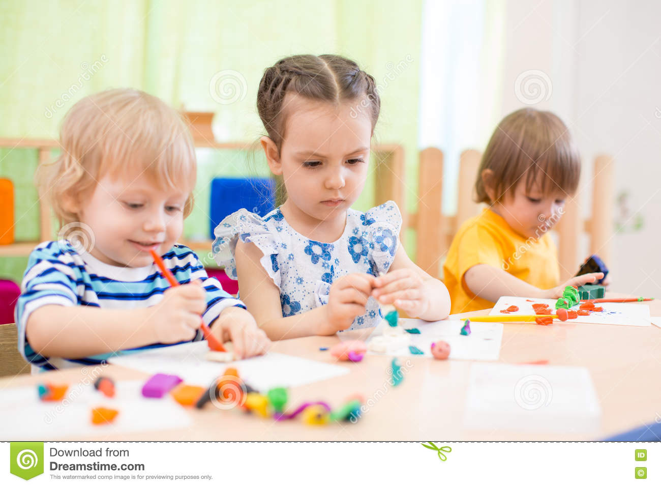 Children Doing Arts And Crafts Stock Image Image Of Happiness