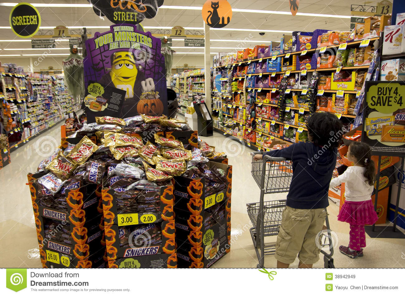 Kids halloween shopping editorial stock image image of for Decoration shopping