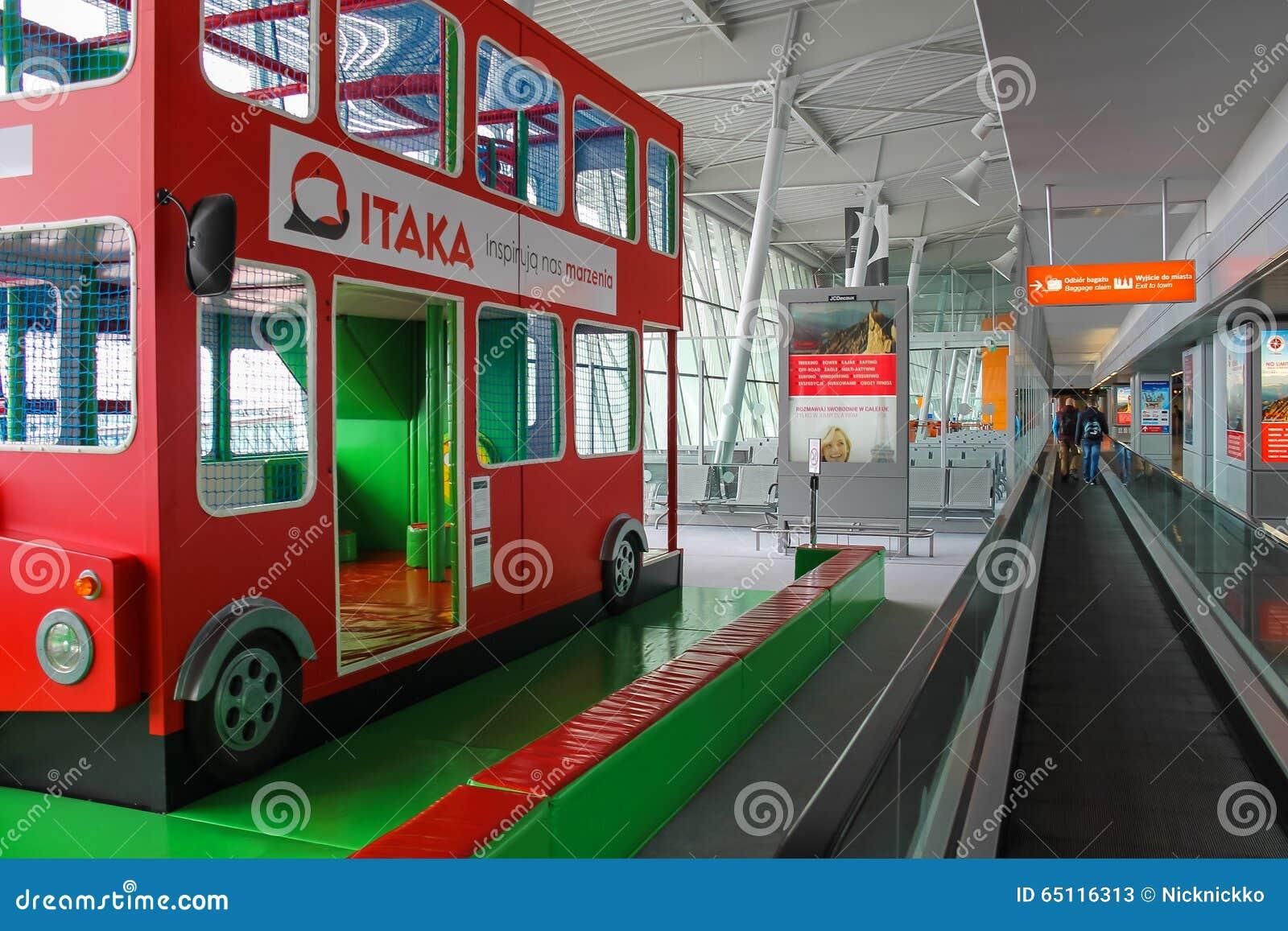 Aeroporto Waw : Kids playground bus in warsaw chopin airport poland editorial stock