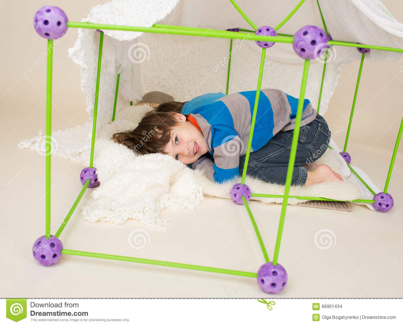 Kids Playing with Tent Pretend Fort & Kids Playing With Tent Pretend Fort Stock Photo - Image of playing ...