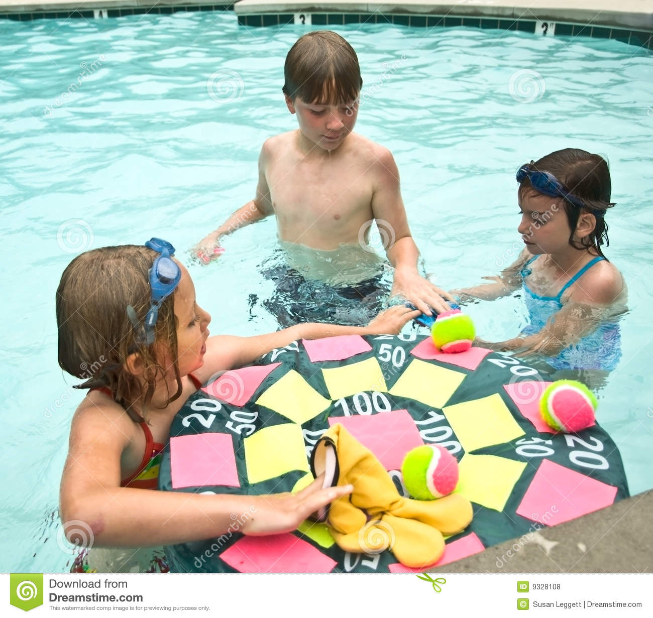 Kids ready to play pool game royalty free stock photos - Games to play in the swimming pool ...
