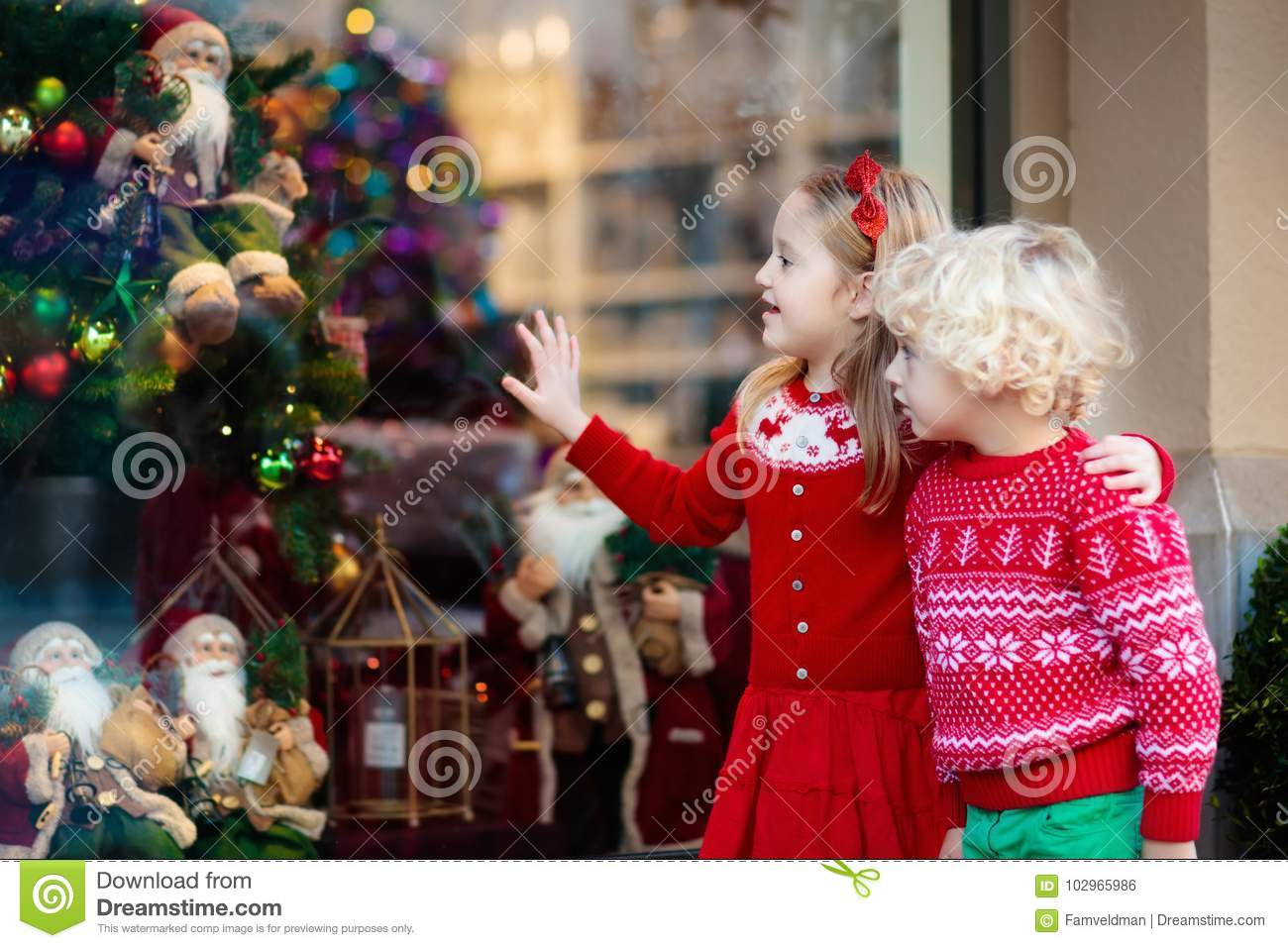 kids shopping for christmas presents children buy xmas decorati - What To Buy A Girl For Christmas