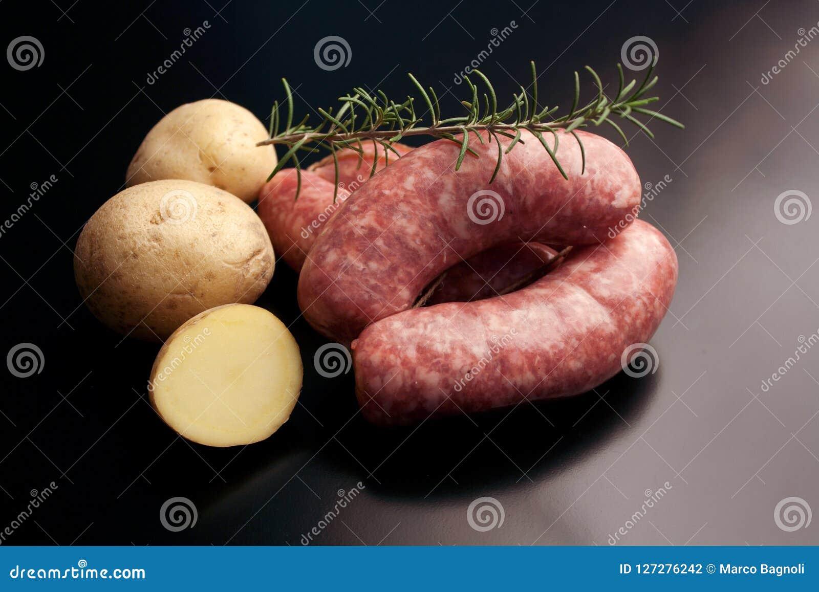 Kiełbasa - korzenny surowy wieprzowiny mięso