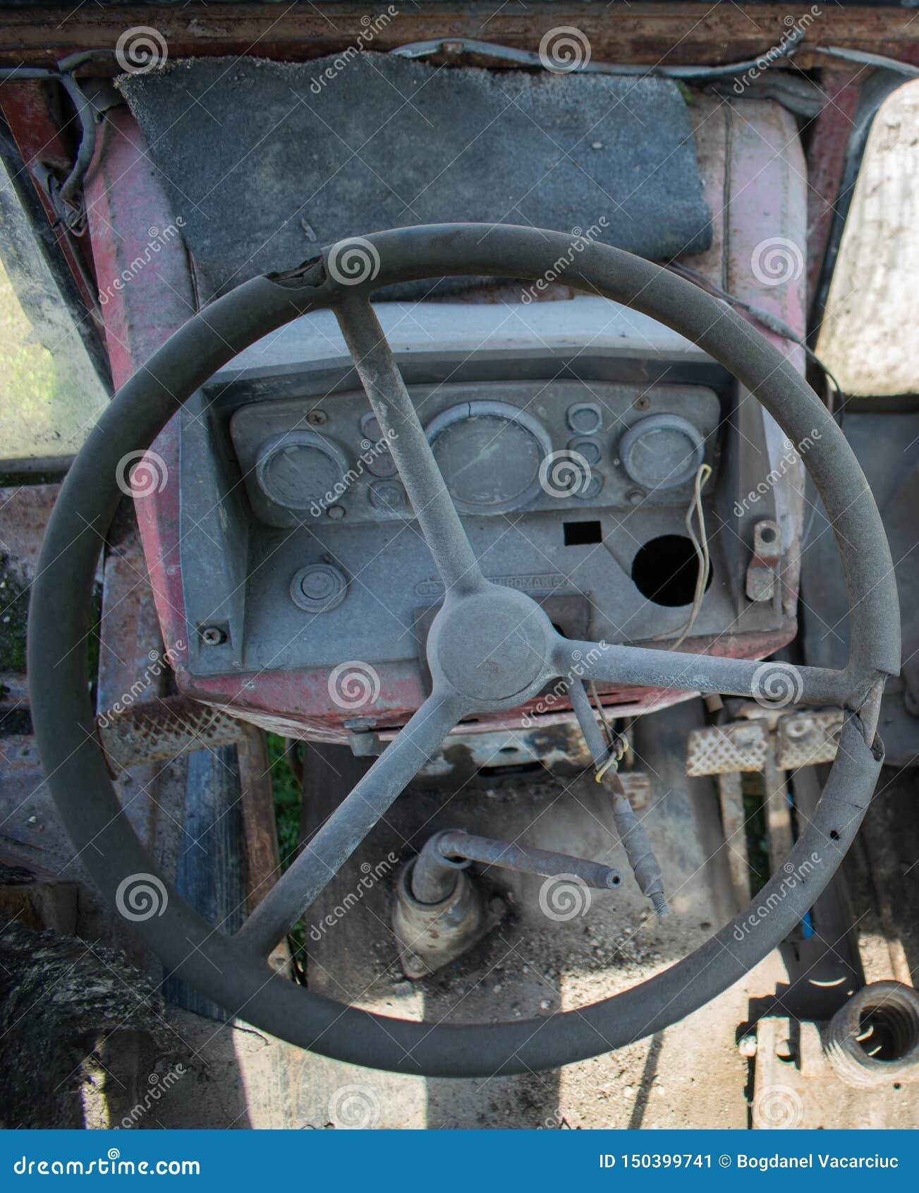 Kierownica i deska stara rolnicza maszyneria