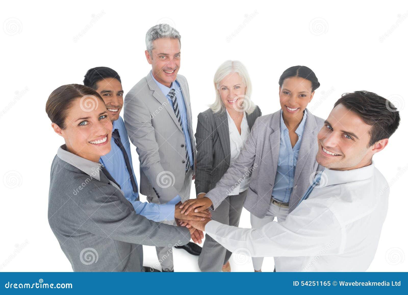 Kierownictwa trzyma ręki w biurze wpólnie