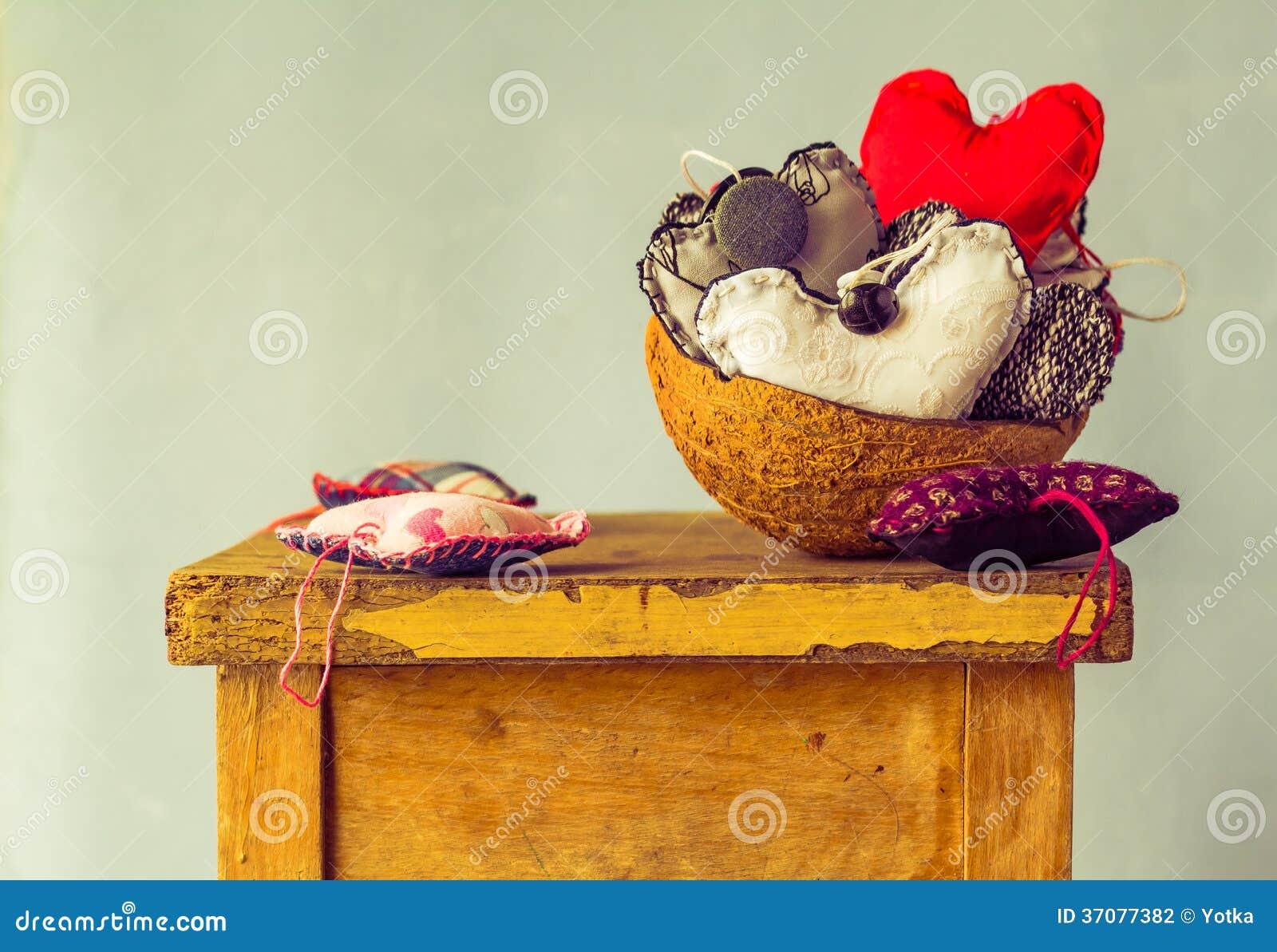 Download Kierowy Podsadzkowy Kokosowy Skorupa Stół Zdjęcie Stock - Obraz złożonej z retro, życie: 37077382