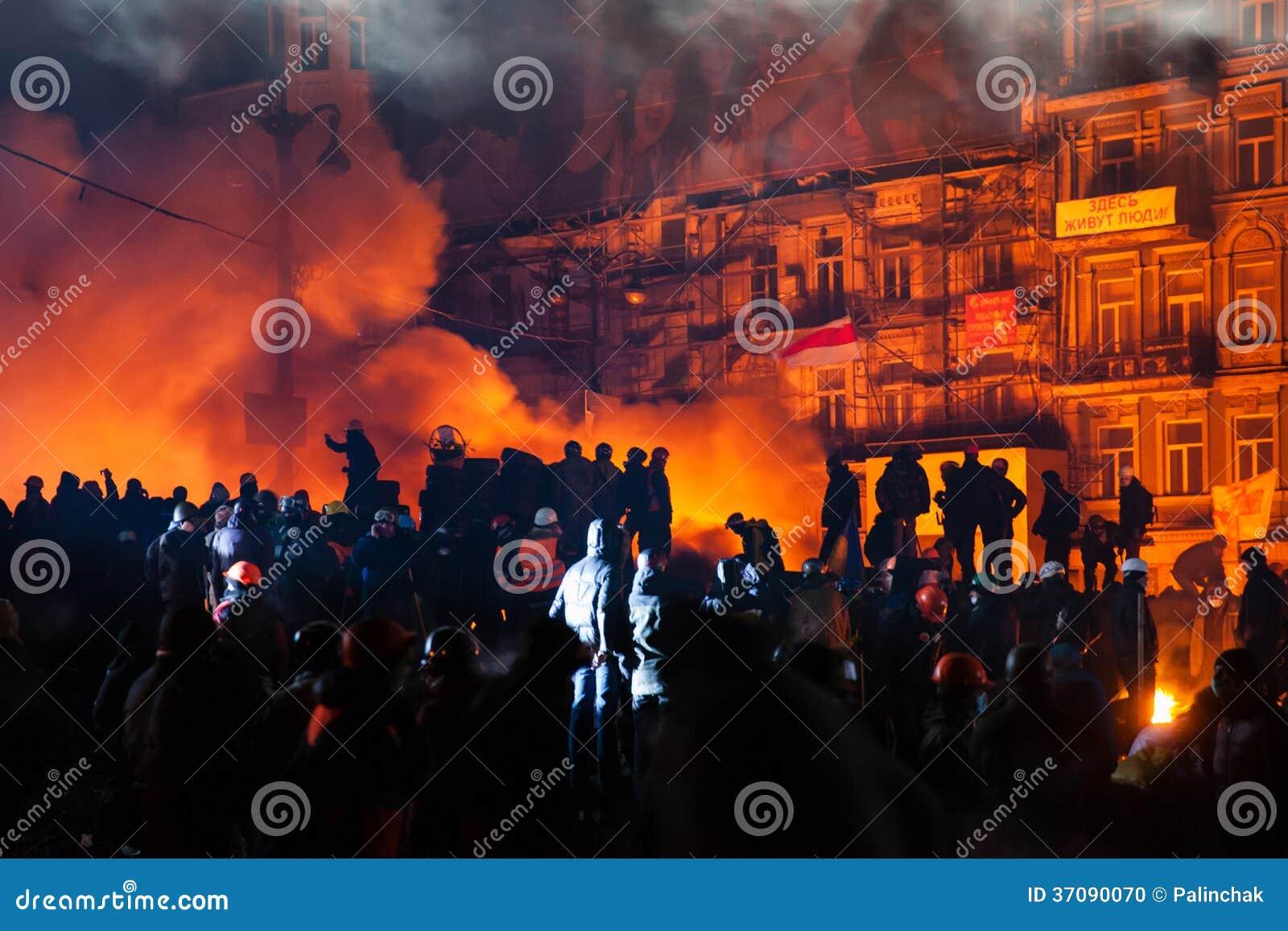 KIEV, de OEKRAÏNE - Januari 24, 2014: Massa anti-government protesten