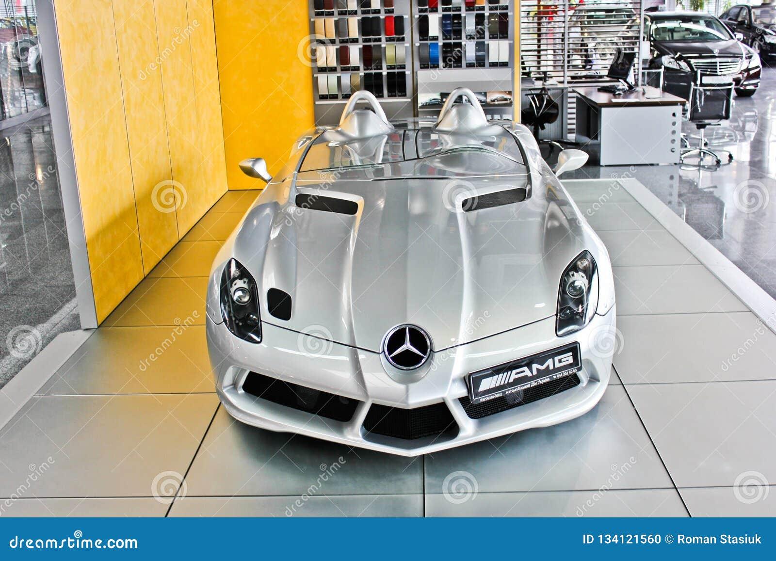 Kiev, RE - 2 Oktober, 2013 Het Mos van Mercedes-Benz SLR McLaren Stirling AMG