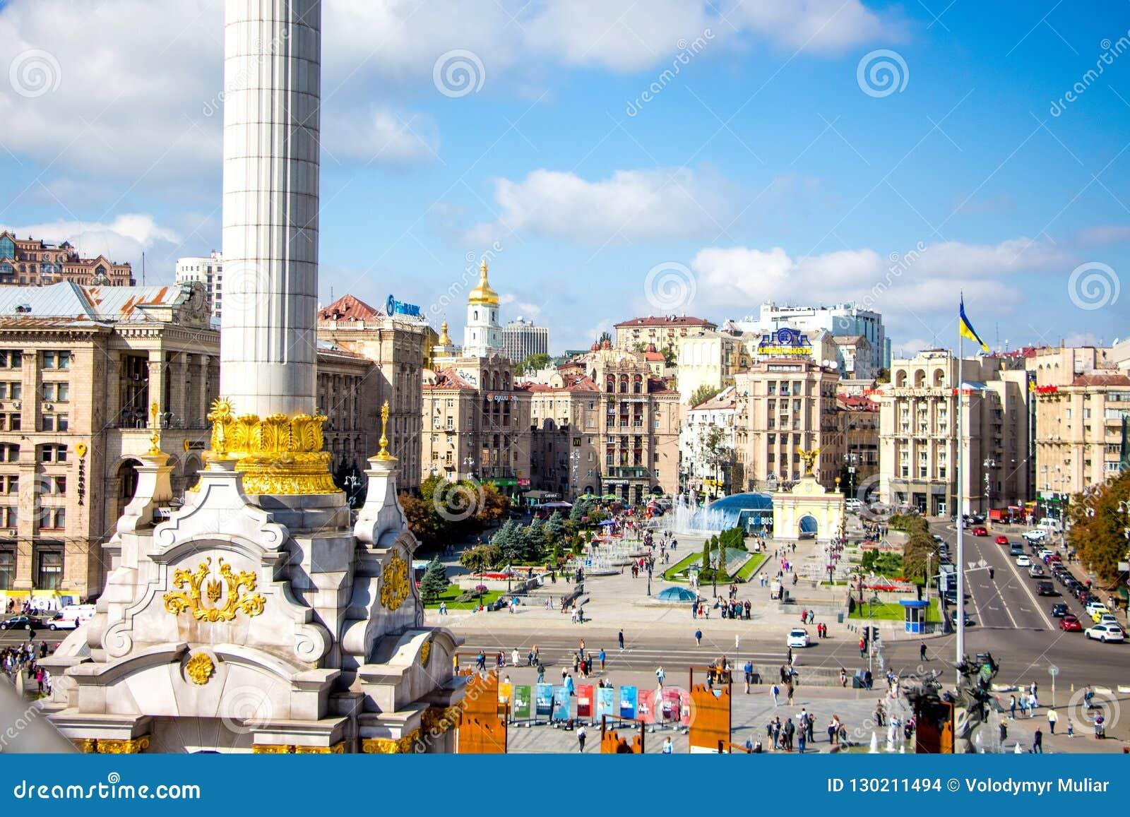 Kiev sikt av självständighetfyrkanten från above_