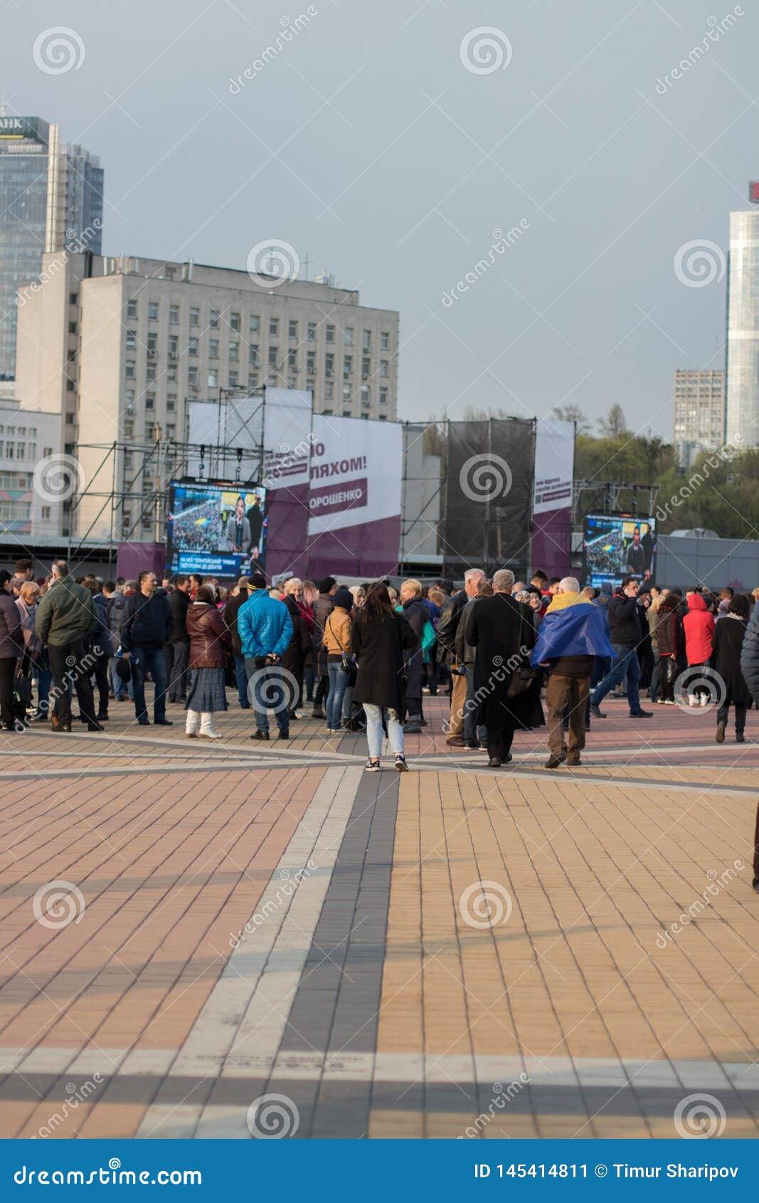 Kiev, Ucraina 19 aprile 2019 Dibattito presidenziale 2019 di uA Stadio di Kiev Olympiyskiy