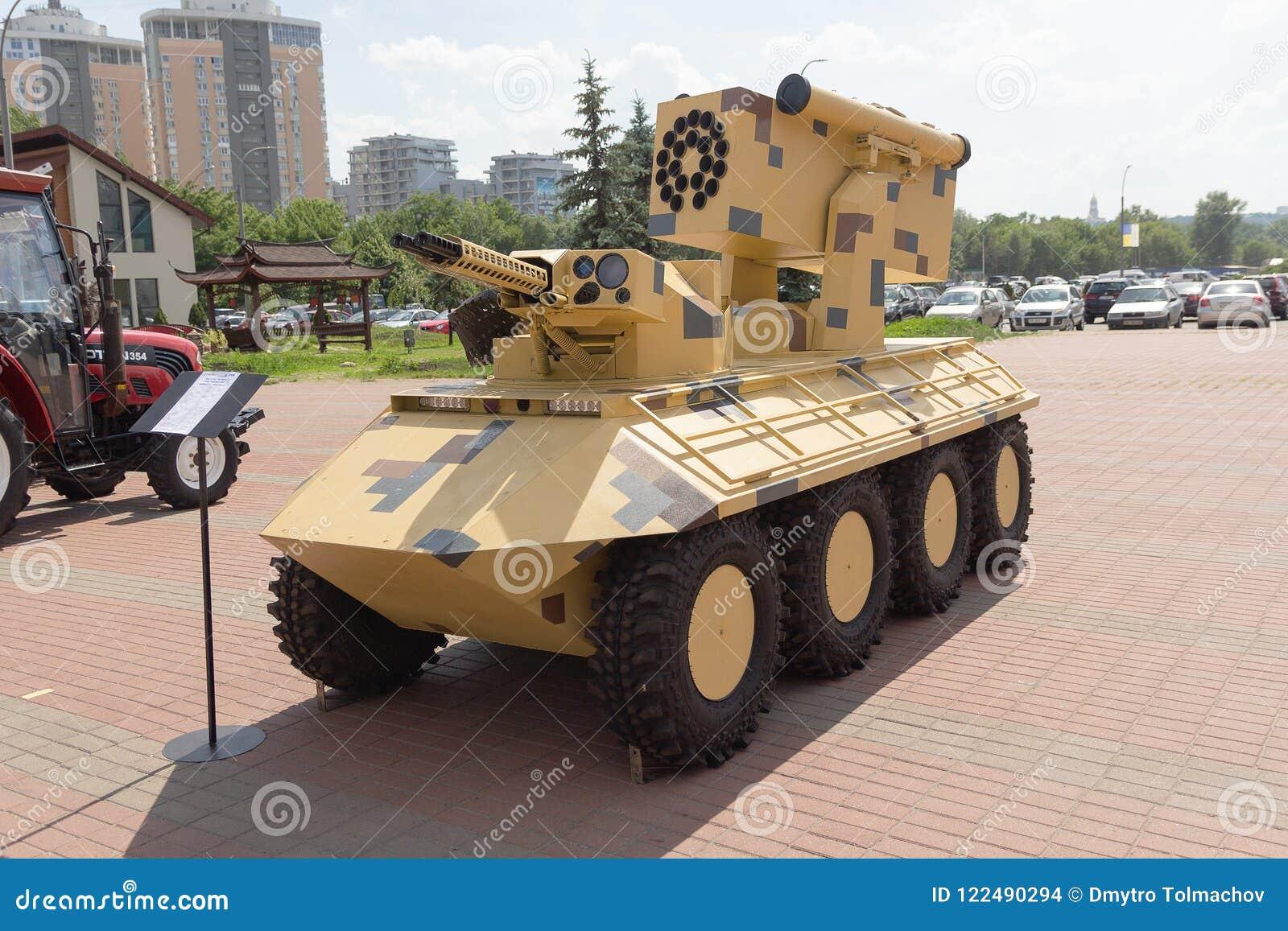 Kiev, Ucraina - 5 giugno 2018: Complesso robot combattente del Phantos-2 nell esposizione della mostra