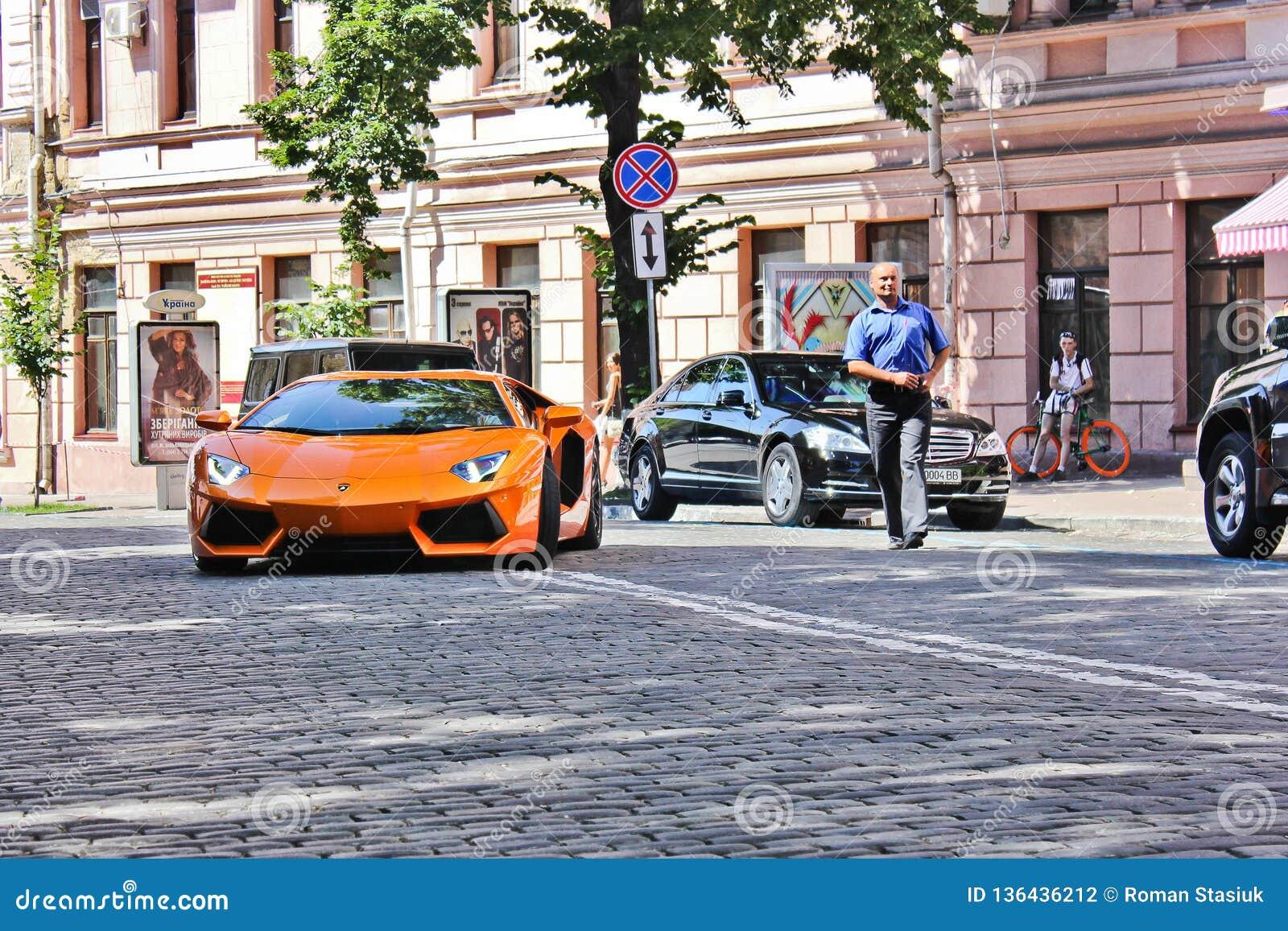 Kiev, Ucraina; 4 luglio 2013; Lamborghini Aventador sulle vie
