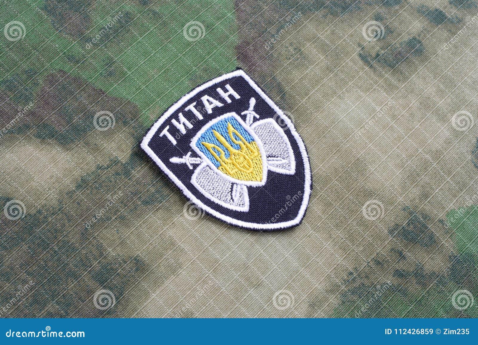 KIEV, UCRAINA - 16 luglio, 2015 Ministero del distintivo dell uniforme del titano di affari interni (Ucraina)