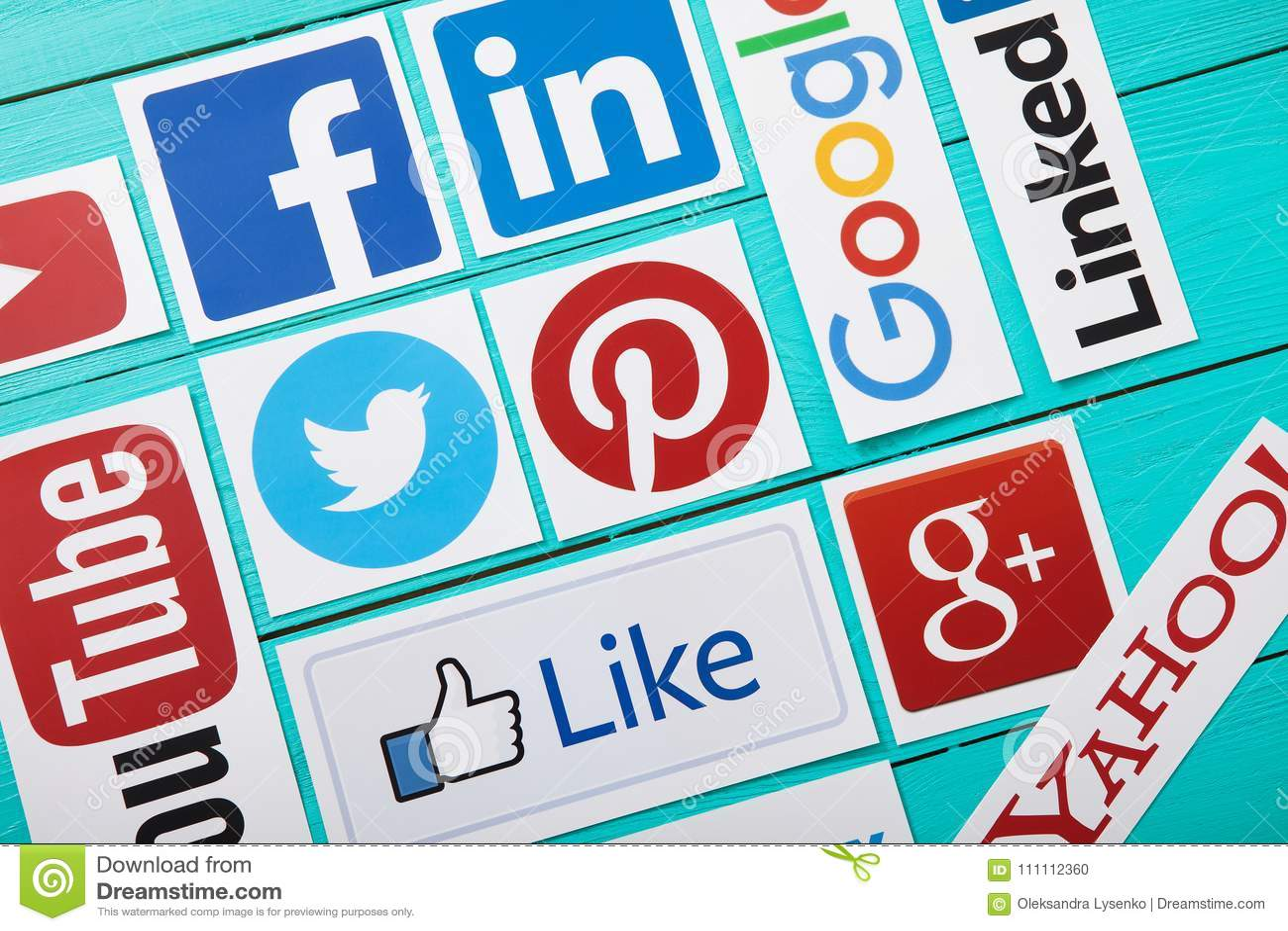 KIEV, UCRAINA - 10 MARZO 2017 La raccolta del logos sociale popolare di media ha stampato su carta: YouTube, Facebook, Twitter, G