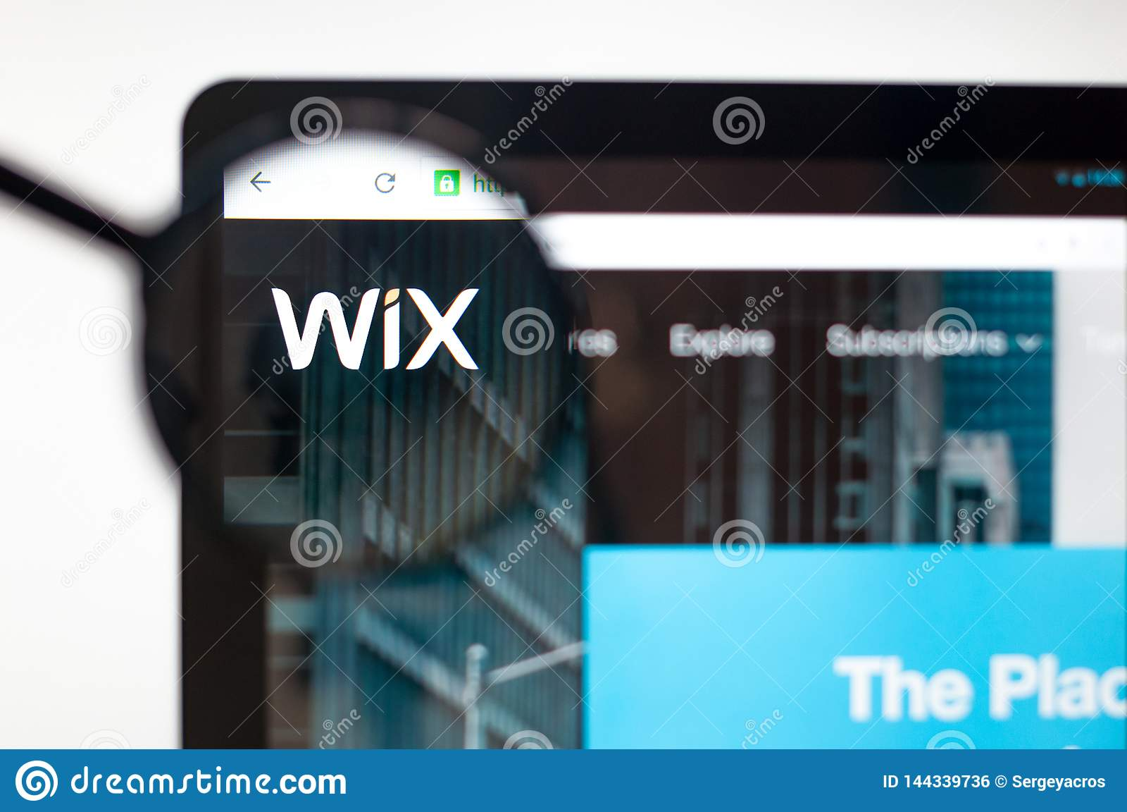 Kiev, Ucrania - 5 de abril de 2019: Homepage de la página web de Wix Logotipo de Wix visible
