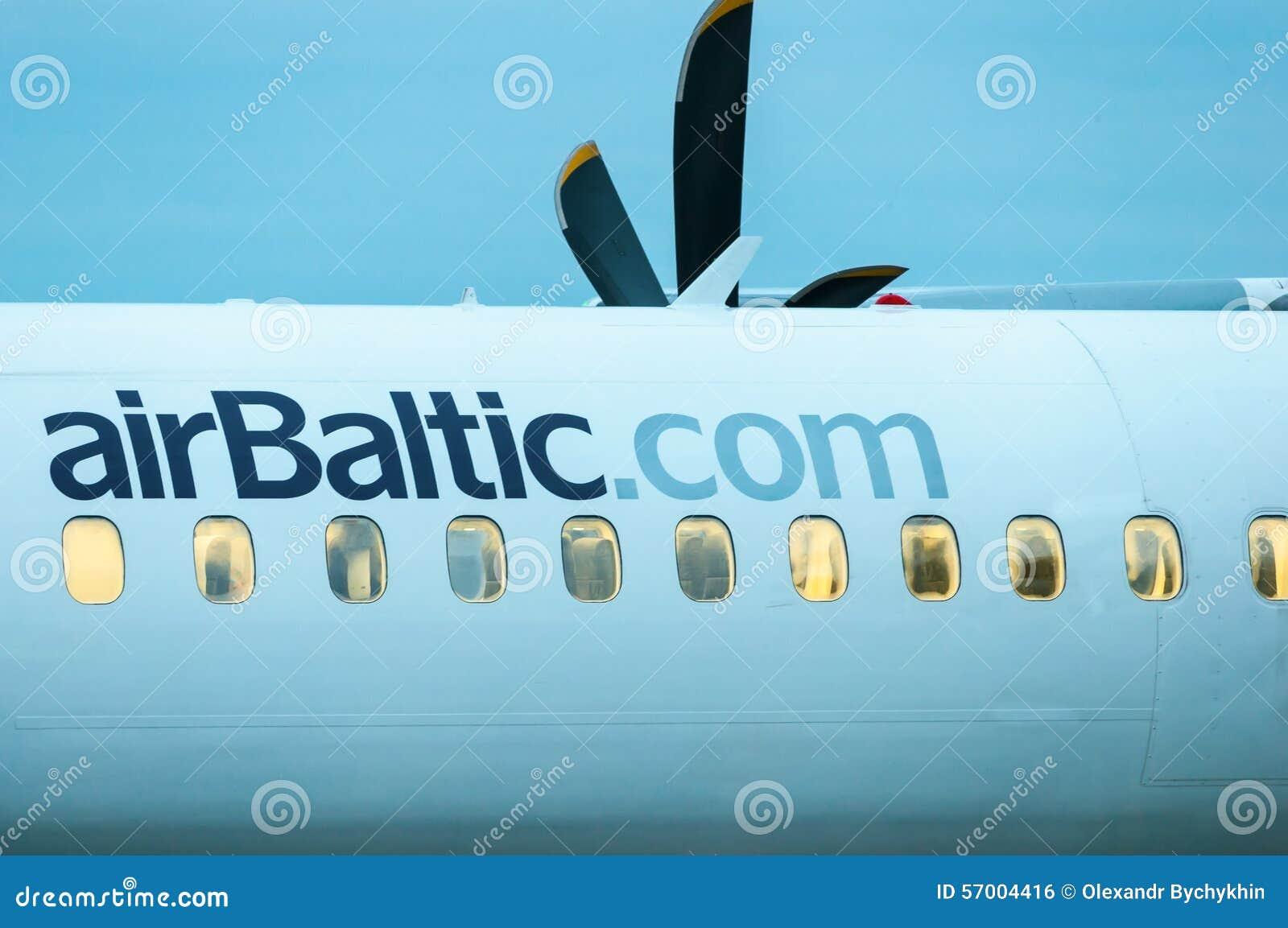 KIEV, UCRANIA - 10 DE JULIO DE 2015: Fuselaje de AirBaltic