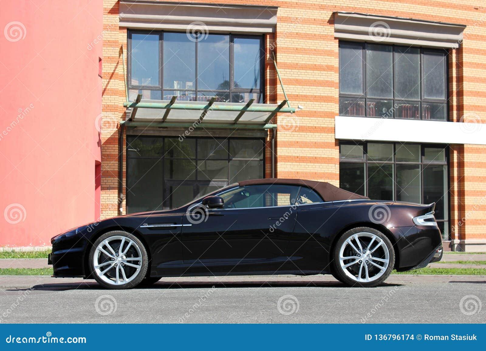 Kiev, Ucrania; 20 de septiembre de 2014, Aston Martin DBS V12 Volante cabriolet El convertible de lujo