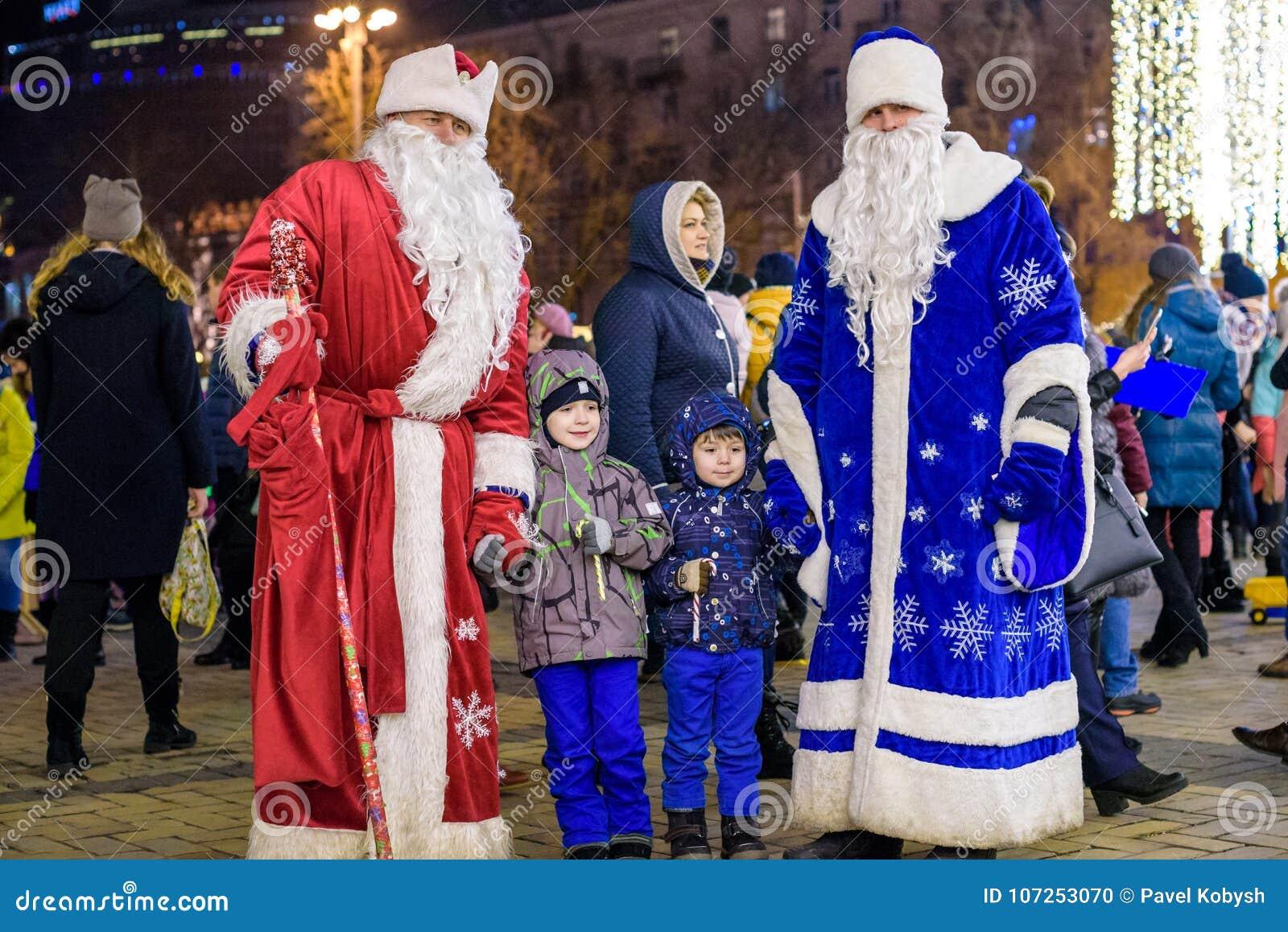 KIEV Ukraina - DECEMBER 11, 2017: Jul marknadsför att äga rum varje år på December i gammal stadfyrkant