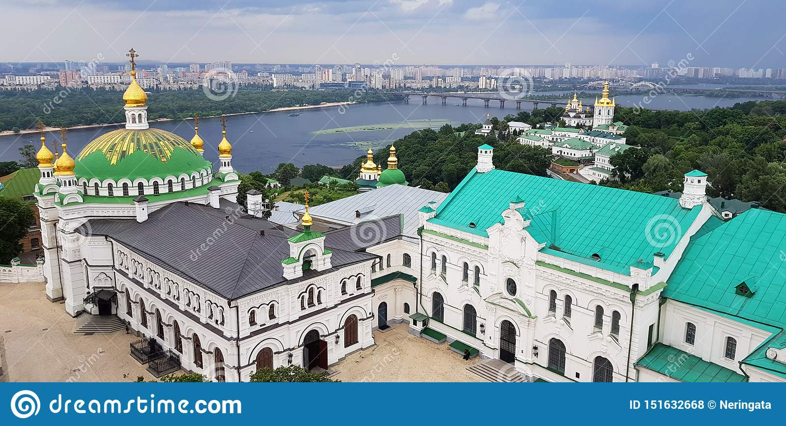 Kiev Ukraina Pechersk Lavra klosterpanoramautsikt UNESCOarv
