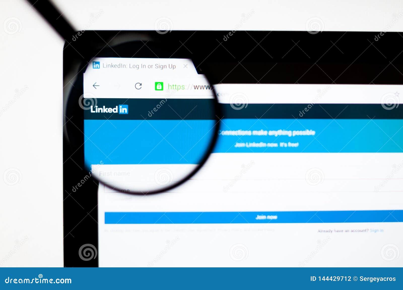 Kiev, Ukraine - 6 avril 2019 : Page d accueil de site Web de Linkedin C est un service social orient? emploi d affaires et de mis